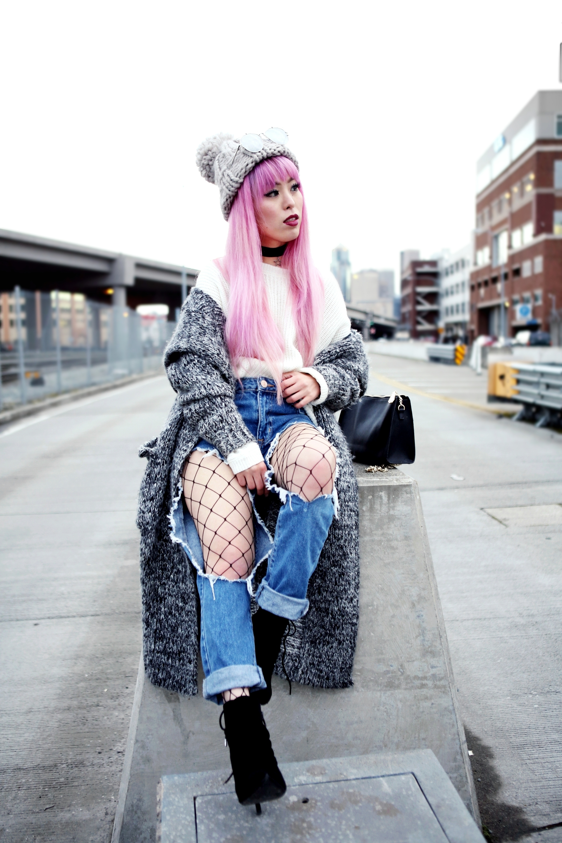 Asos Pom Pom Chunky Beanie_Forever 21 Sweater & Distressed Boyfriend Jeans_ASOS Fishnet Tights_Zara Star Velvet Chocker & Black Lace Up Boots_Gray Chunky Long Cardigan_Free People Mirrored Sunglasses_Pink Hair_Seattle Fashion Style Blogger_Japanese-Aika's Love Closet 5