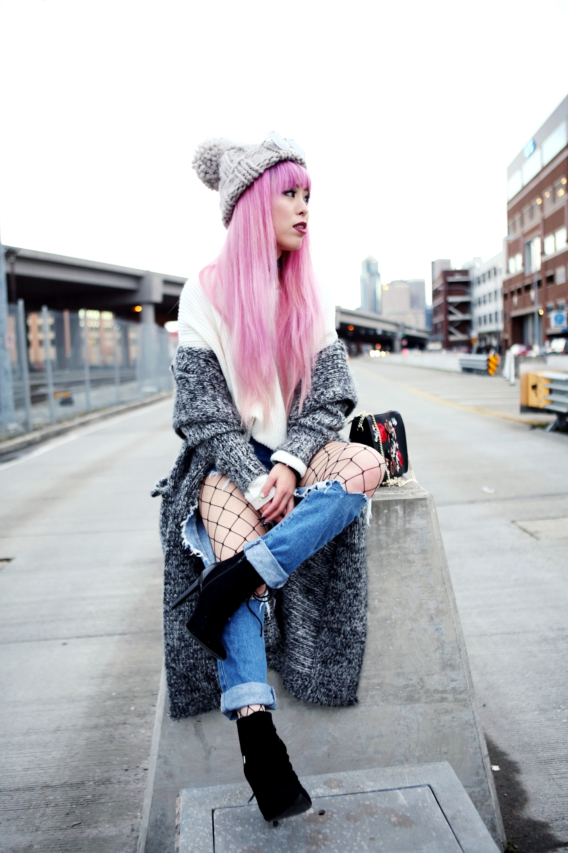 Asos Pom Pom Chunky Beanie_Forever 21 Sweater & Distressed Boyfriend Jeans_ASOS Fishnet Tights_Zara Star Velvet Chocker & Black Lace Up Boots_Gray Chunky Long Cardigan_Free People Mirrored Sunglasses_Pink Hair_Seattle Fashion Style Blogger_Japanese-Aika's Love Closet