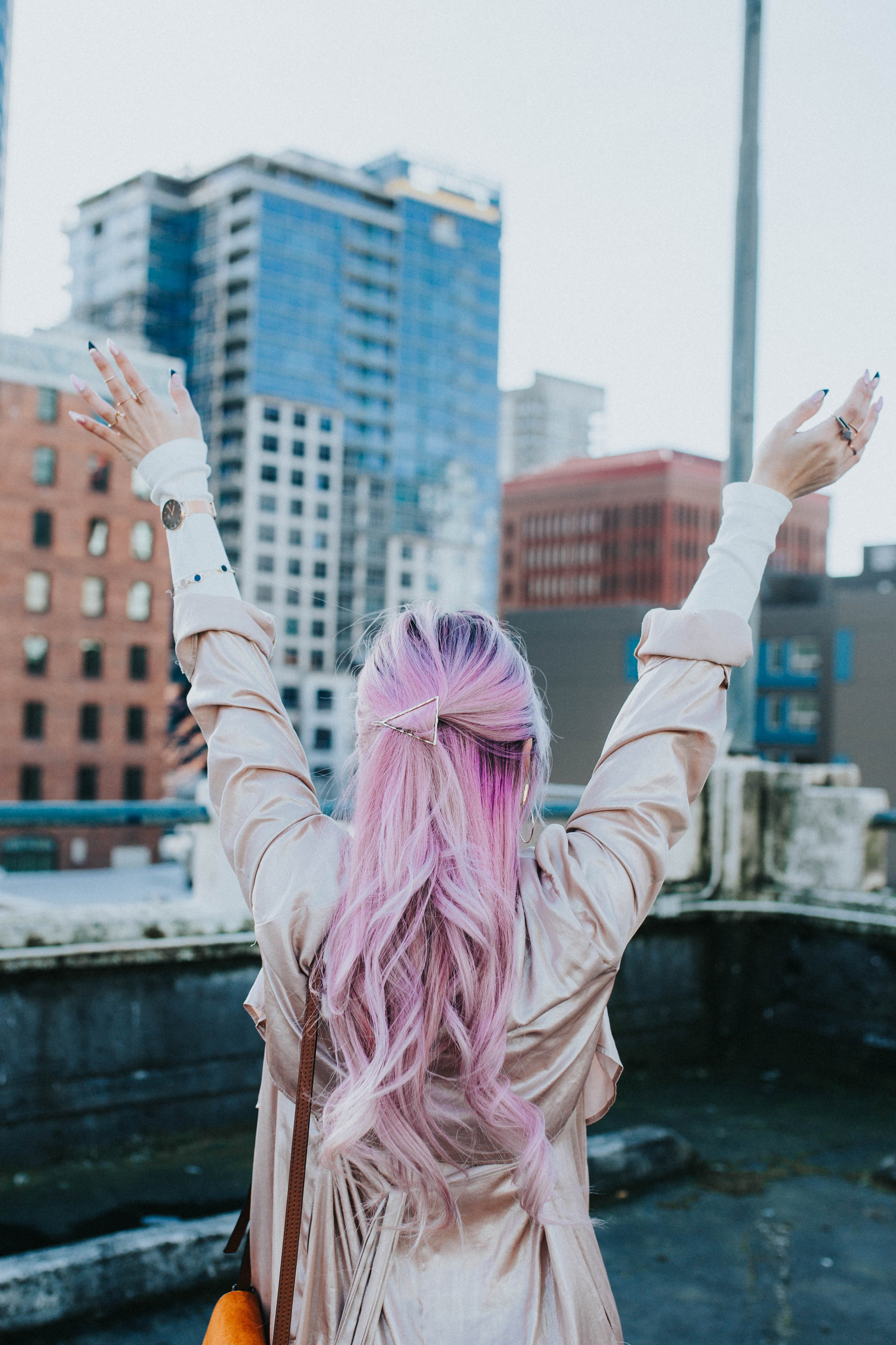 Mango Pink Metallic Trench Coat_ZARA White mock neck top_ZARA lace bralette_J Brand skinny jeans_Chloe Mini Faye Leather Shoulder Bag_Ego Ankle Boots_Free People Aviator Sunglasses_Argento Vivo Earrings_Aikas Love Closet_Seattle Style Fashion Blogger_Japanese_Pink hair 20
