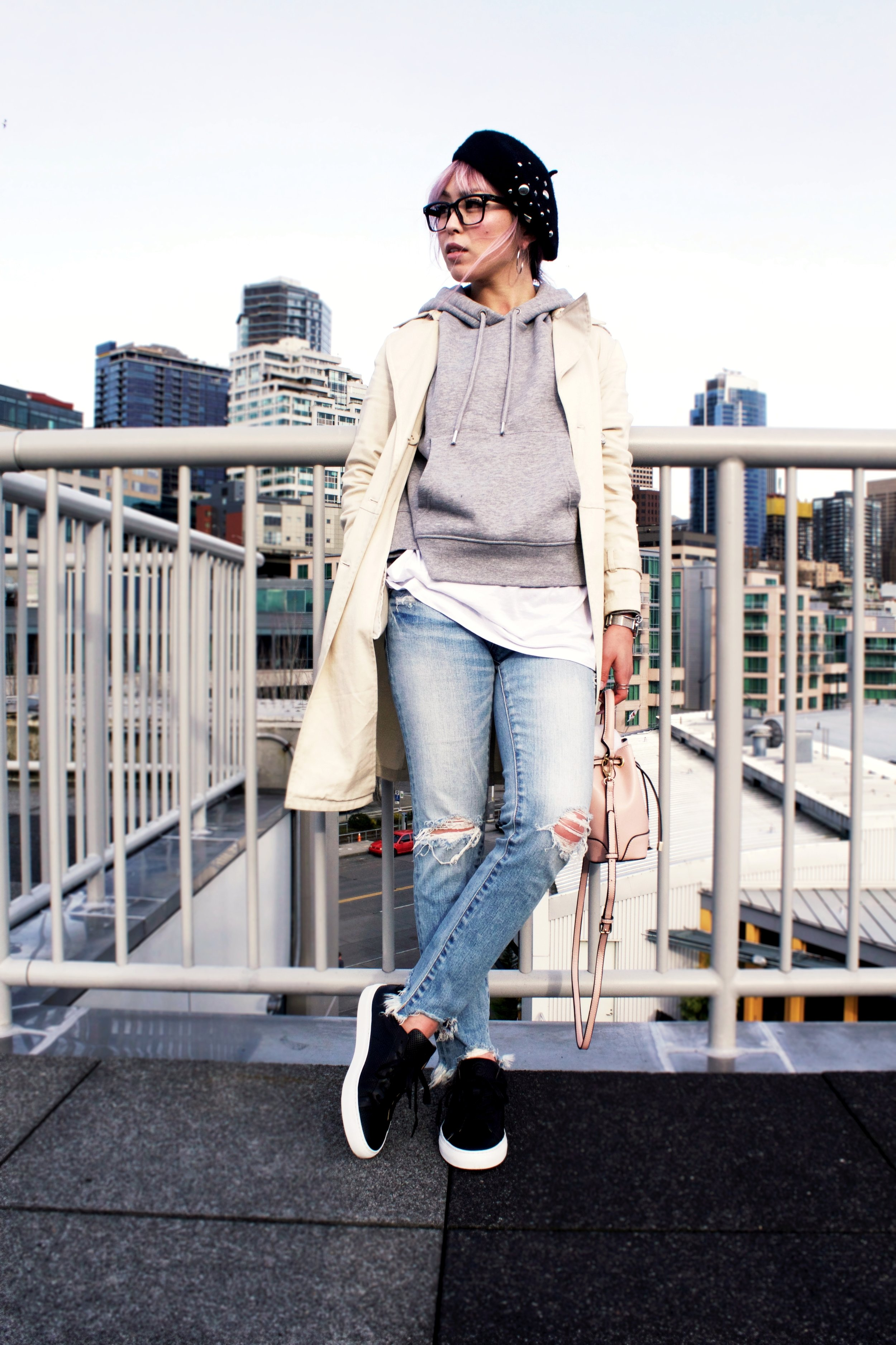 Greats THE ROYALE_Black Leather Sneakers_H&M Gray hoodie_Uniqlo Trench Coat_Moussy Frayed Jeans_Forever 21 Blush Mini Bucket Bag_Aikas love Closet_Seattle Fashion Style Blogger_Japanese 2