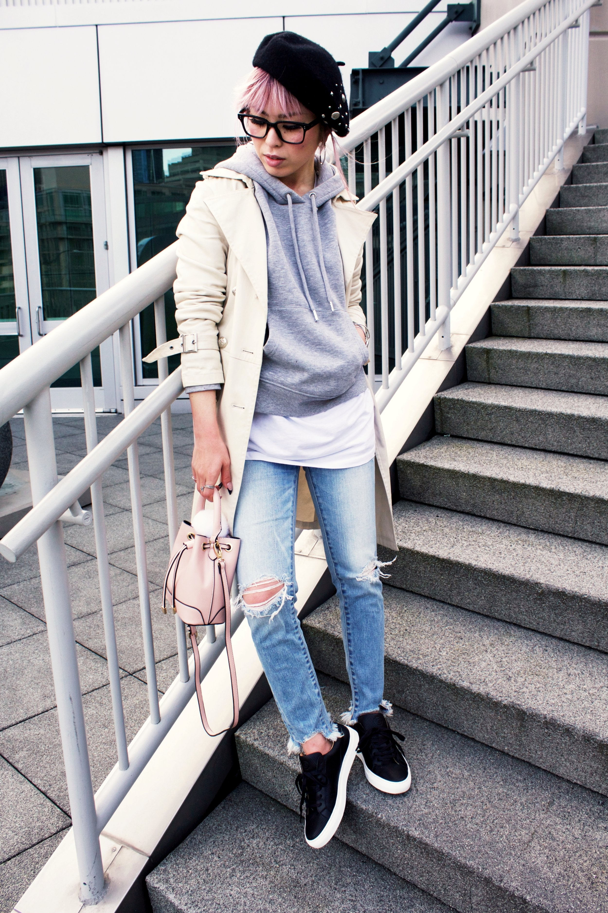 Greats THE ROYALE_Black Leather Sneakers_H&M Gray hoodie_Uniqlo Trench Coat_Moussy Frayed Jeans_Forever 21 Blush Mini Bucket Bag_Aikas love Closet_Seattle Fashion Style Blogger_Japanese 5