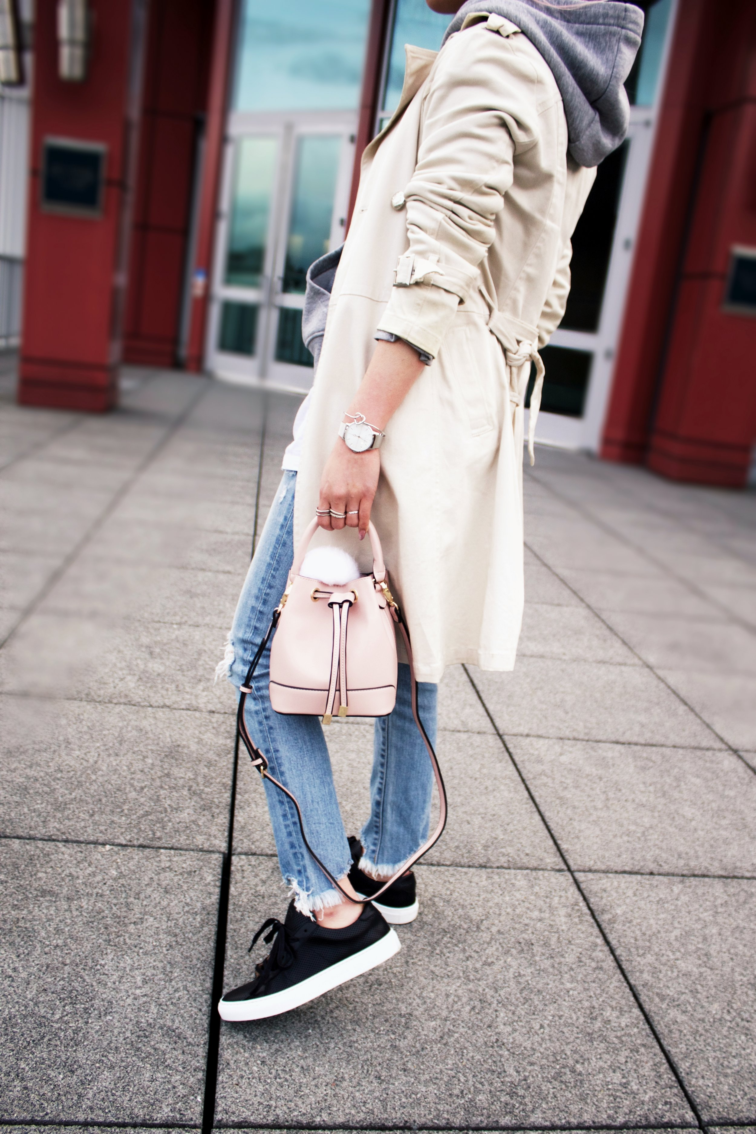 Greats THE ROYALE_Black Leather Sneakers_H&M Gray hoodie_Uniqlo Trench Coat_Moussy Frayed Jeans_Forever 21 Blush Mini Bucket Bag_Aikas love Closet_Seattle Fashion Style Blogger_Japanese 6
