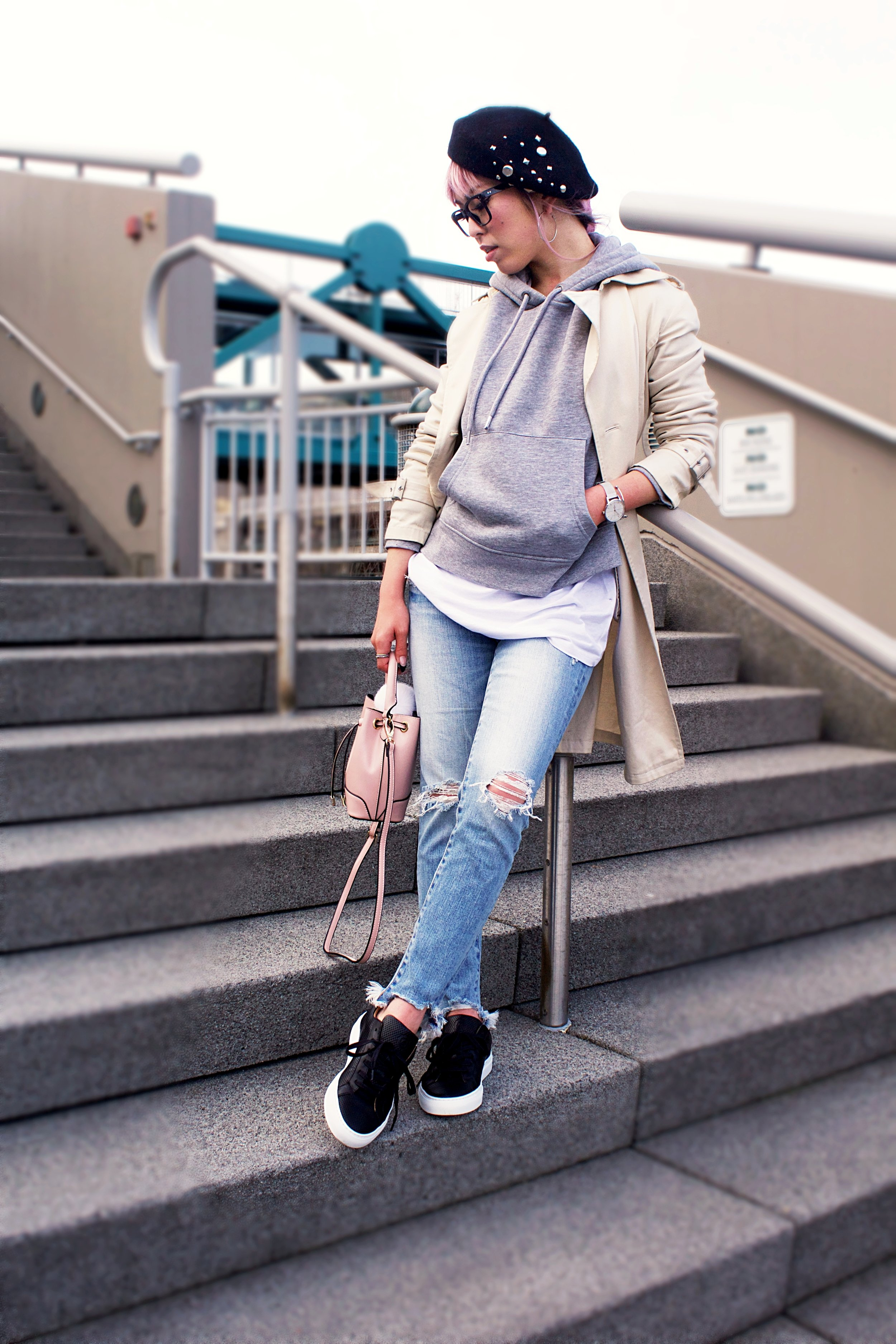 Greats THE ROYALE_Black Leather Sneakers_H&M Gray hoodie_Uniqlo Trench Coat_Moussy Frayed Jeans_Forever 21 Blush Mini Bucket Bag_Aikas love Closet_Seattle Fashion Style Blogger_Japanese 9