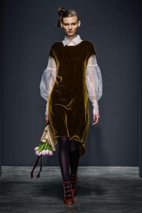 Top Velvet Fashion Trends for winter- aika's Love closet-japanese-seattle style fashion blogger-colored hair- Burgundy dress.jpg