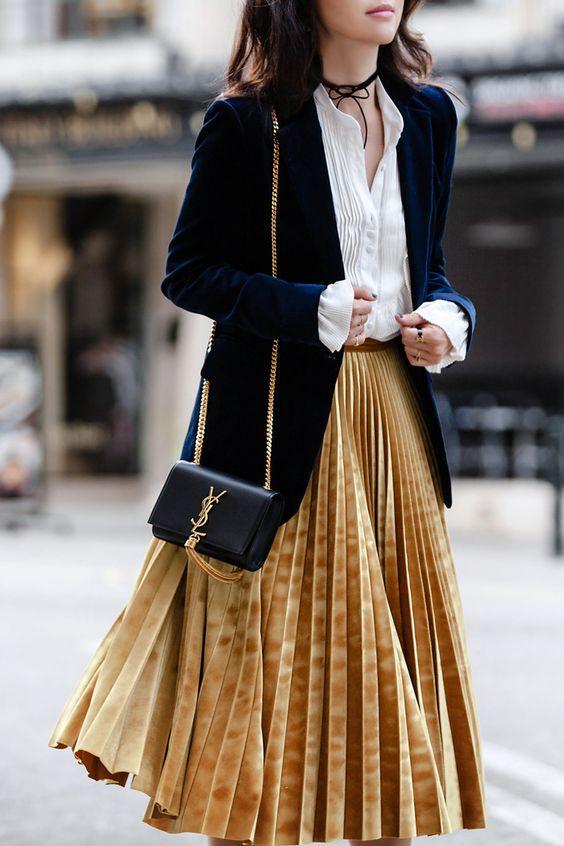 Top Velvet Fashion Trends for winter- aika's Love closet-japanese-seattle style fashion blogger-colored hair- velvet pleated skirt-street snap.jpg