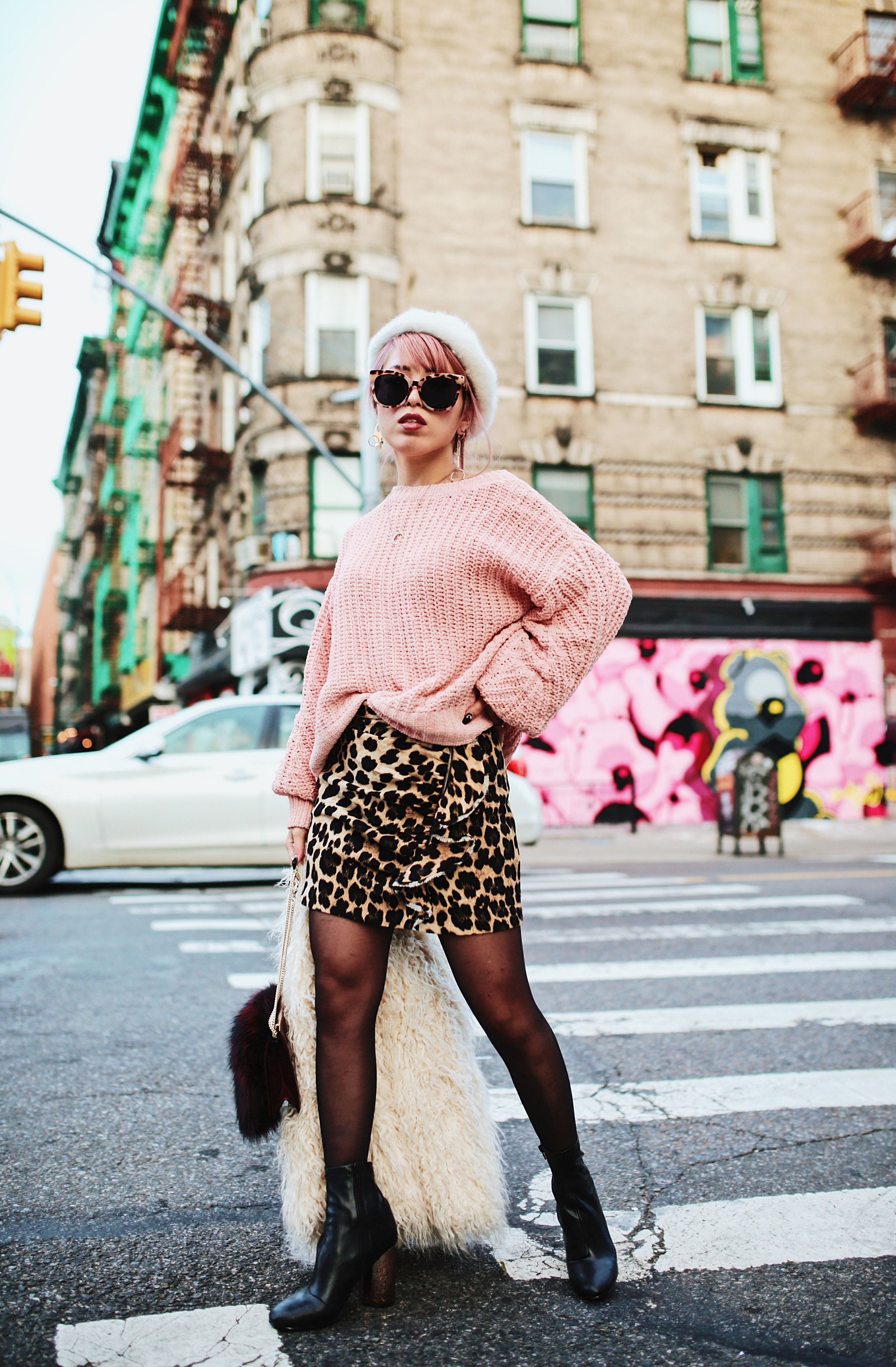 H&M Pink Sweater-Zara leopar prins mini skirt-H&M white shaggy coat-DVF fur bag-anthropologie white beret-Urban Outfitters Sunglasses-ALDO Ankle Boots-Mango Earrings-Aikas Love Closet-New York City-Pink Hair-Style Fashion Blogger-Seattle-Japanese_Petite fashion blogger 2