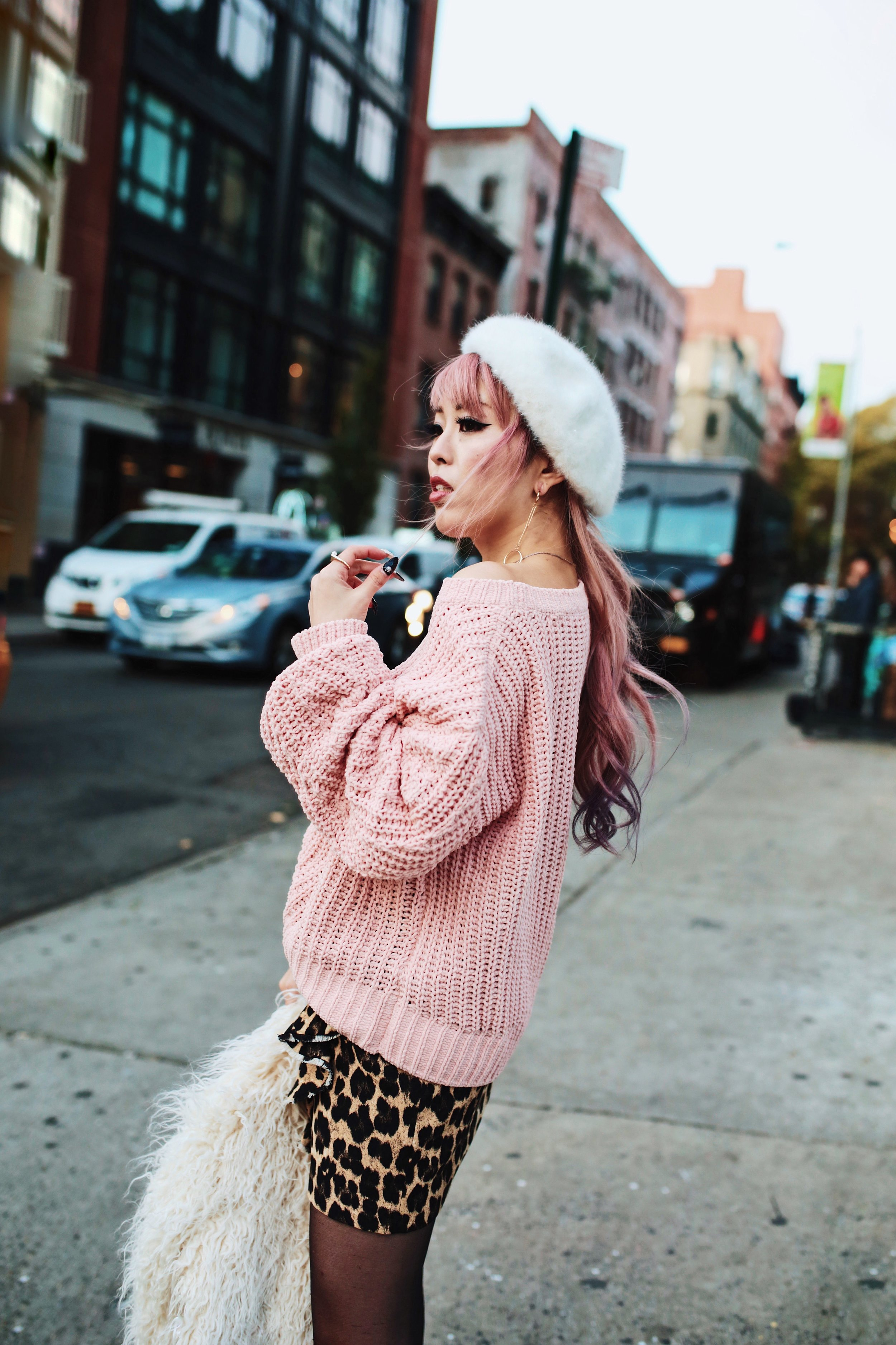 H&M Pink Sweater-Zara leopar prins mini skirt-H&M white shaggy coat-DVF fur bag-anthropologie white beret-Urban Outfitters Sunglasses-ALDO Ankle Boots-Mango Earrings-Aikas Love Closet-New York City-Pink Hair-Style Fashion Blogger-Seattle-Japanese_Petite fashion blogger 12