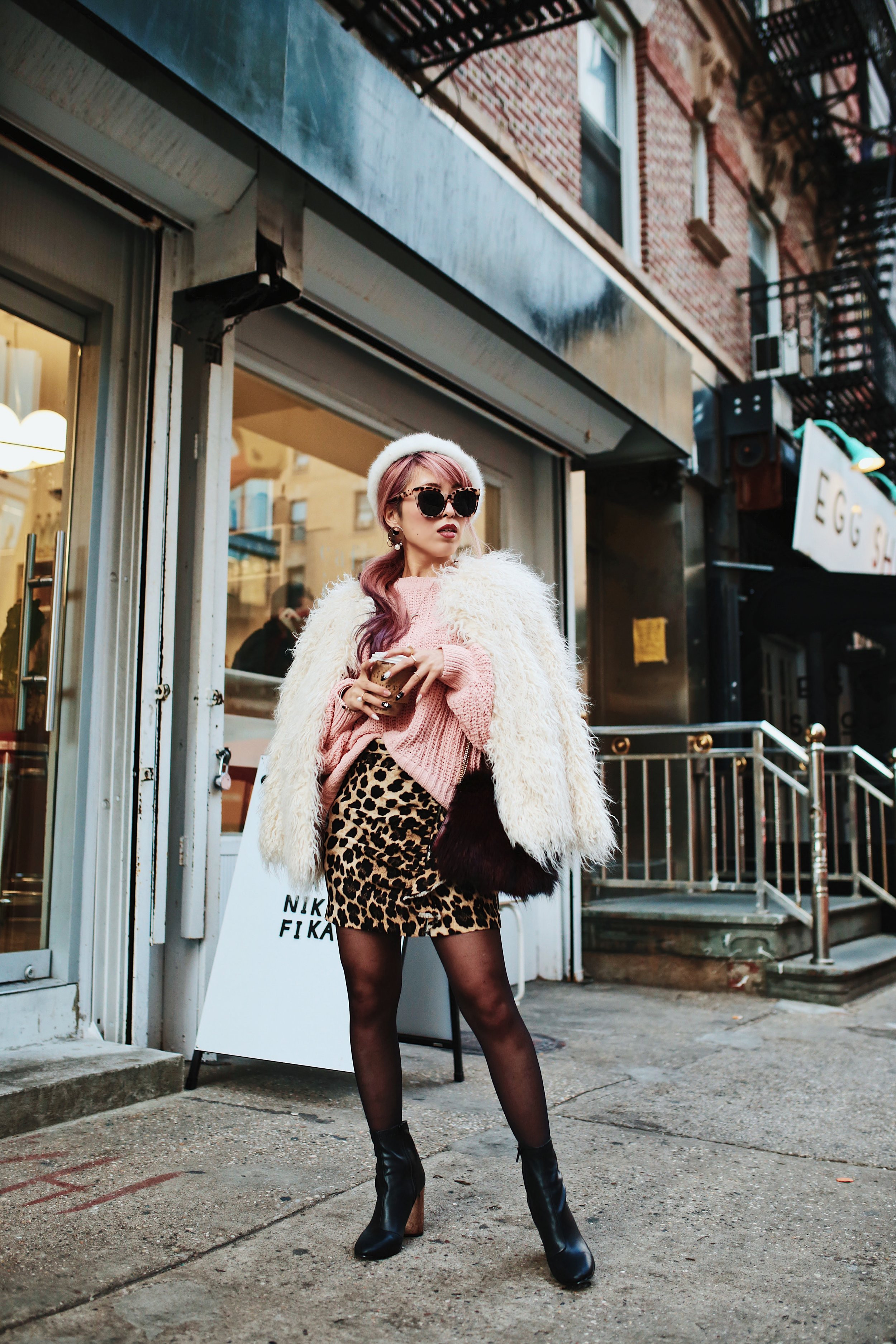 H&M Pink Sweater-Zara leopar prins mini skirt-H&M white shaggy coat-DVF fur bag-anthropologie white beret-Urban Outfitters Sunglasses-ALDO Ankle Boots-Mango Earrings-Aikas Love Closet-New York City-Pink Hair-Style Fashion Blogger-Seattle-Japanese_Petite fashion blogger 21