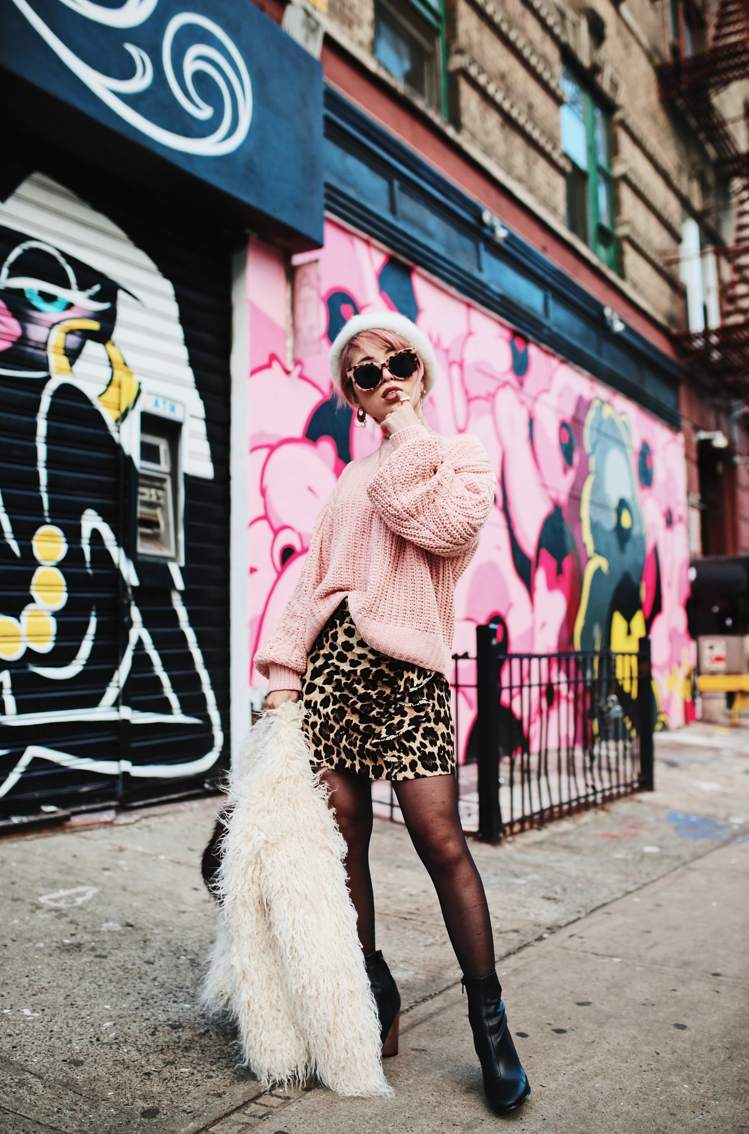 H&M Pink Sweater-Zara leopar prins mini skirt-H&M white shaggy coat-DVF fur bag-anthropologie white beret-Urban Outfitters Sunglasses-ALDO Ankle Boots-Mango Earrings-Aikas Love Closet-New York City-Pink Hair-Style Fashion Blogger-Seattle-Japanese_Petite fashion blogger 22