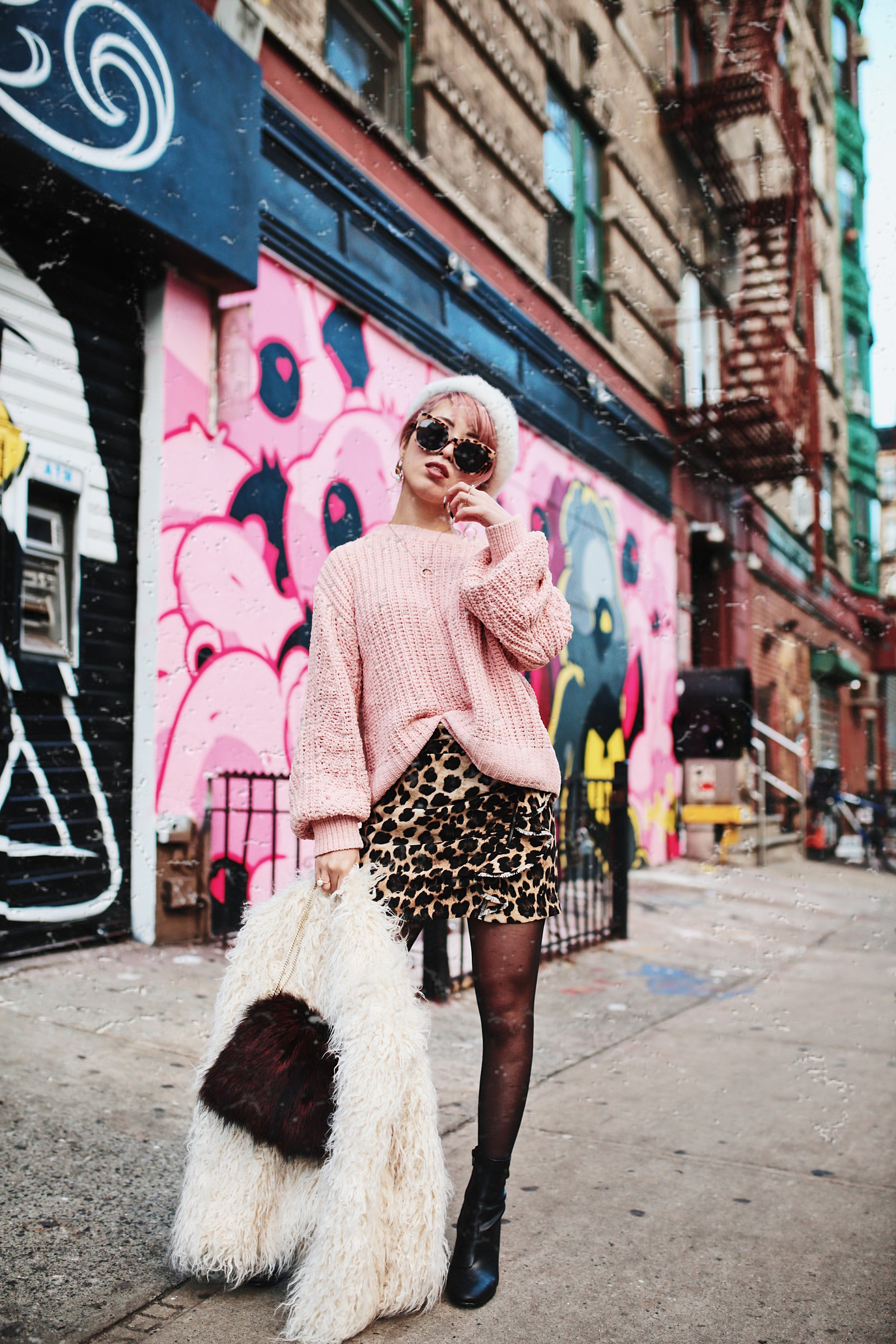 H&M Pink Sweater-Zara leopar prins mini skirt-H&M white shaggy coat-DVF fur bag-anthropologie white beret-Urban Outfitters Sunglasses-ALDO Ankle Boots-Mango Earrings-Aikas Love Closet-New York City-Pink Hair-Style Fashion Blogger-Seattle-Japanese_Petite fashion blogger 23
