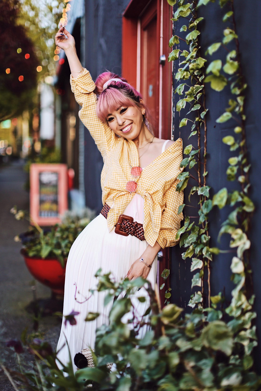 Uniqlo yellow Linen gingham shirt-Uniqlo White pleated chiffon midi skirt-Uniqlo Airism brat-pink tinted sunglasses ZERO UV-She in Pom pom Straw bucket bag-Vintage scarf bun hair style-Steve Madden Belt-Jane and the shoe denim oxford platforms-Aika's Love Closet-seattle fashion style blogger-Japanese-pink hair-smiling-spring fashion 6