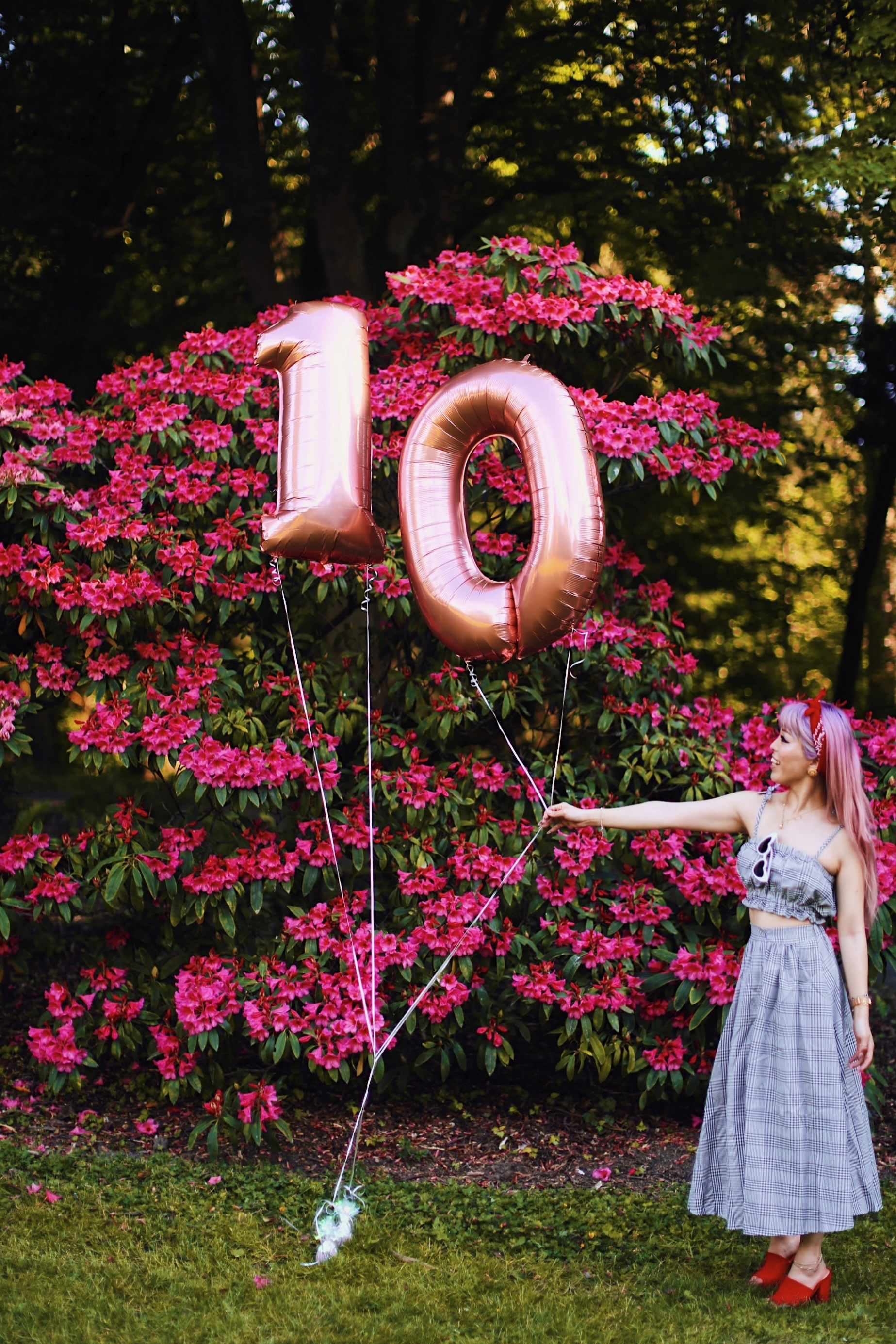 Aika's Love Closet-Seattle Style Life Style Blogger-Japanese-10 Year Anniversary-living in America-what I've learned from Living Abroad-life lessons-pink hair-zero uv heart sunglasses-rose gold balloons-smile 10