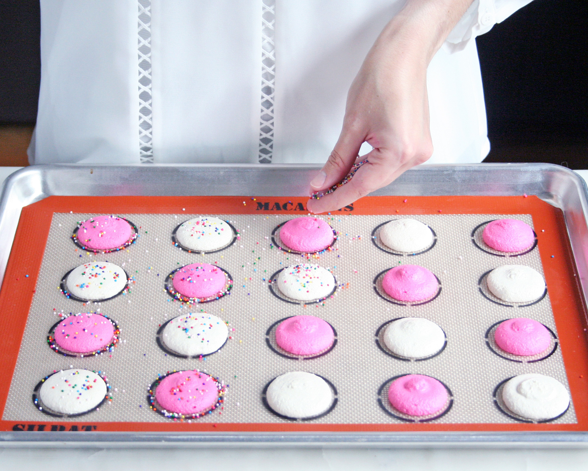 circus animal cookie macarons | sarah makes stuff
