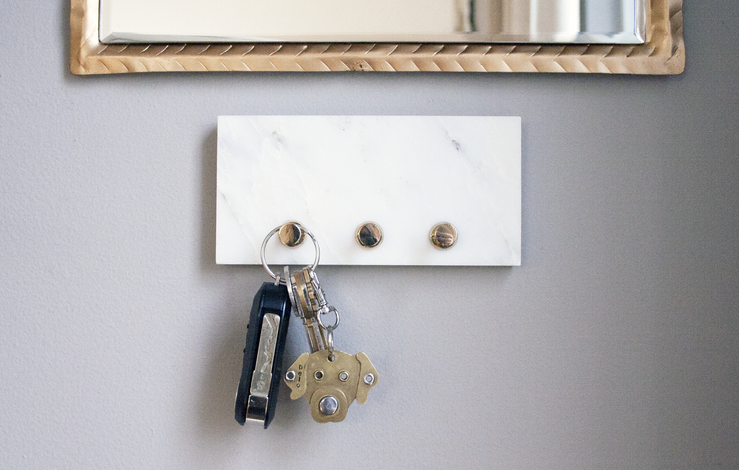 diy marble key hook | sarah makes stuff