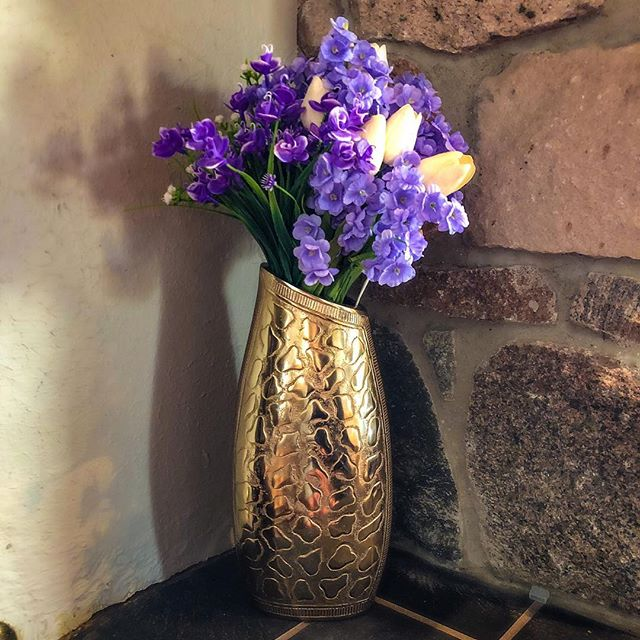Asymmetrical Vase 💐 🕉 🕉 🕉 🕉 🕉 🕉 🕉 🕉 🕉 🕉 🕉 🕉  #homedecor #candleholders  #vase #decorativevase #decorativemirrors #decorimports #escadiluce #luxe #fabdecor #cakestands #caketrays #lightandlove #wallmirrors #centerpieces #homedecorator #homedecorating #weddingdecor #weddingcenterpieces #partydecor #weddings #interiordesign #interiordesigner #eventplanning #interiordesign #boutique #walldecor #homedecorideas