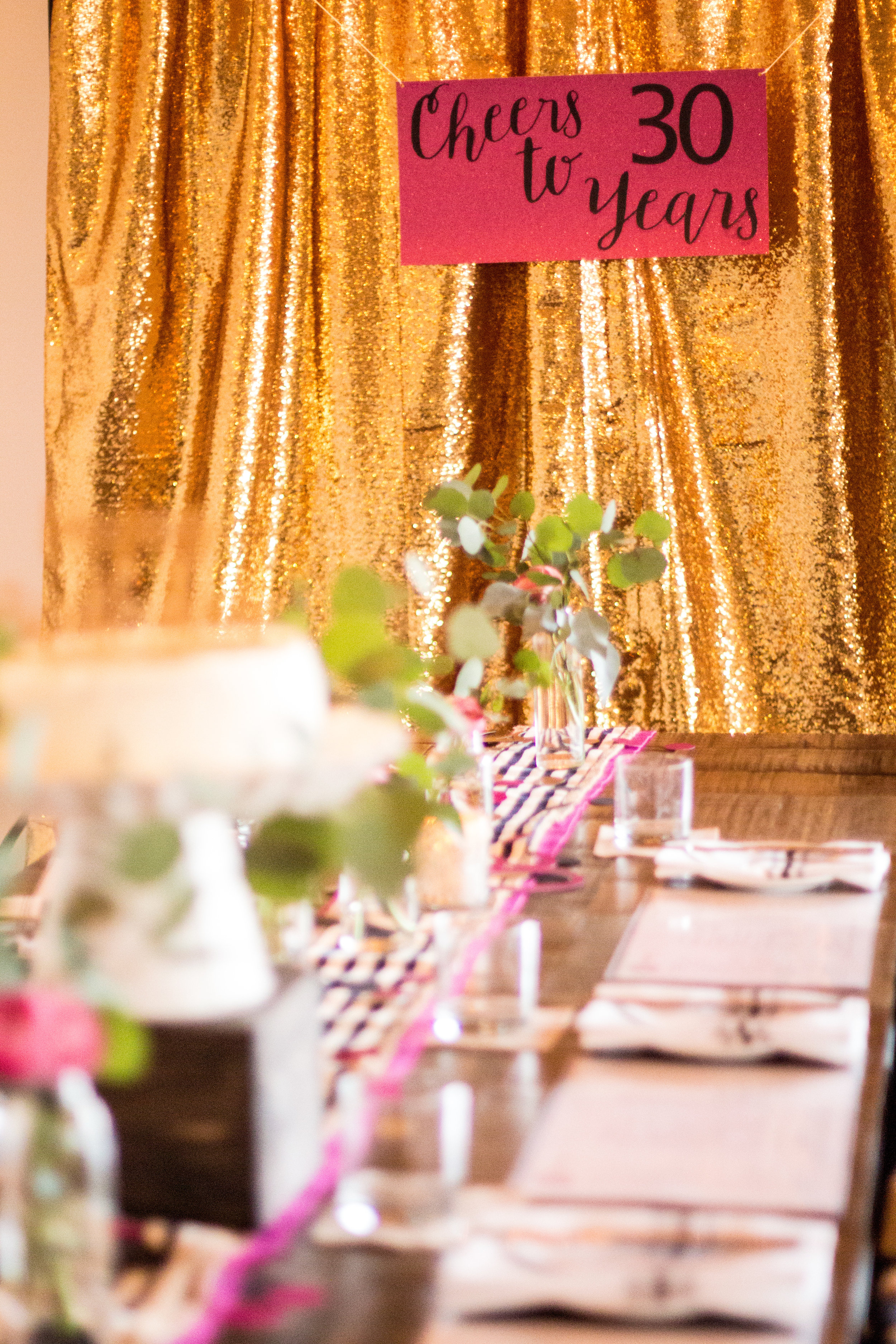 gold-glitter-backdrop