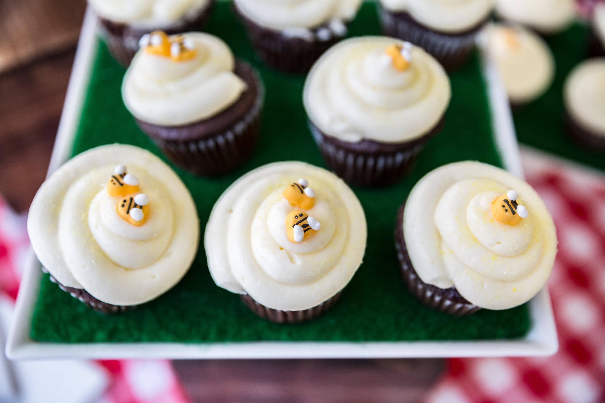 honey-bee-cupcakes