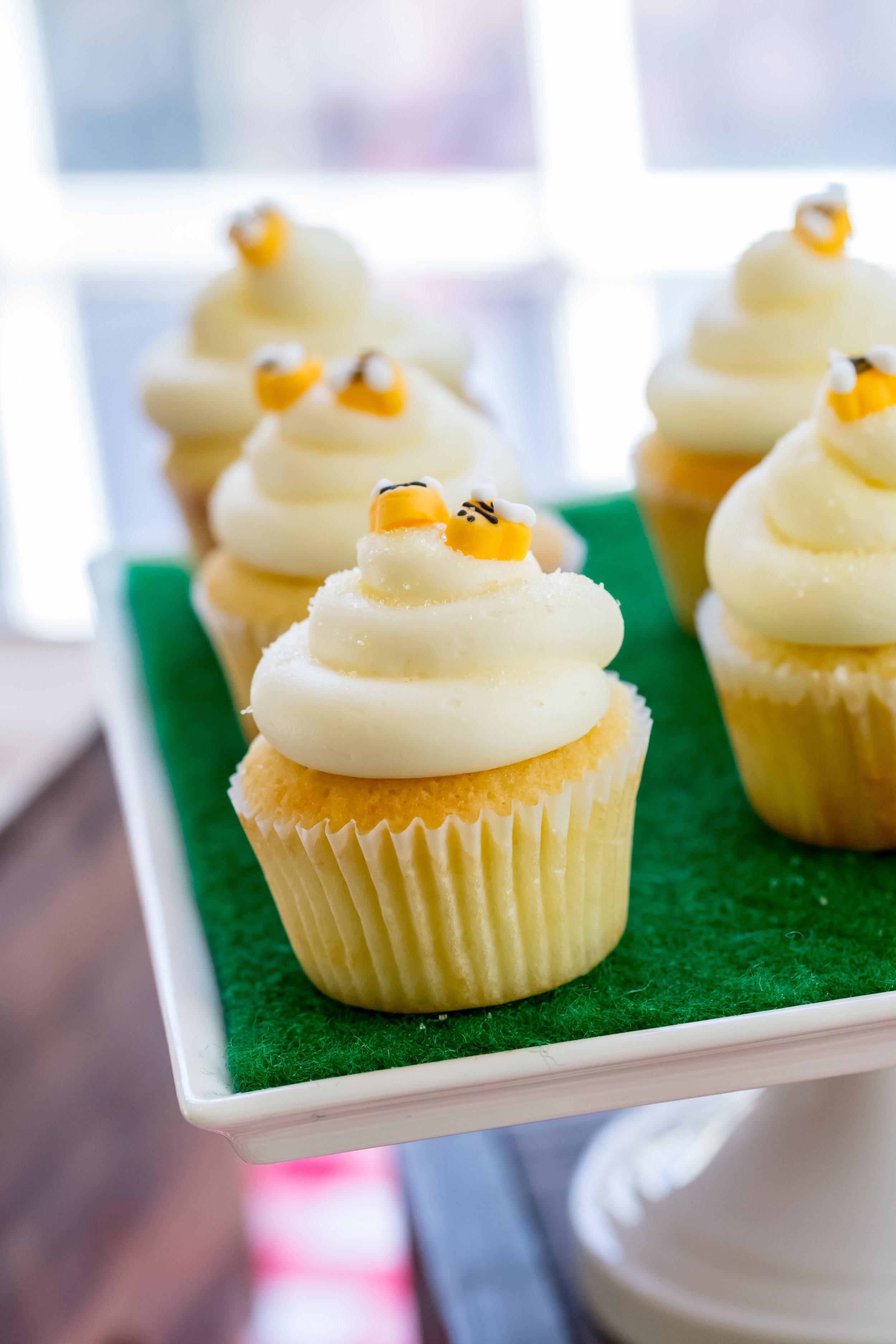 honey-bee-vanilla-cupcake
