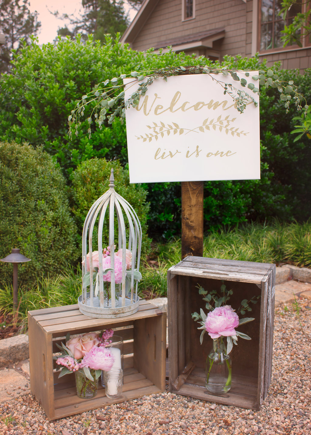 glitter-glam-welcome-sign
