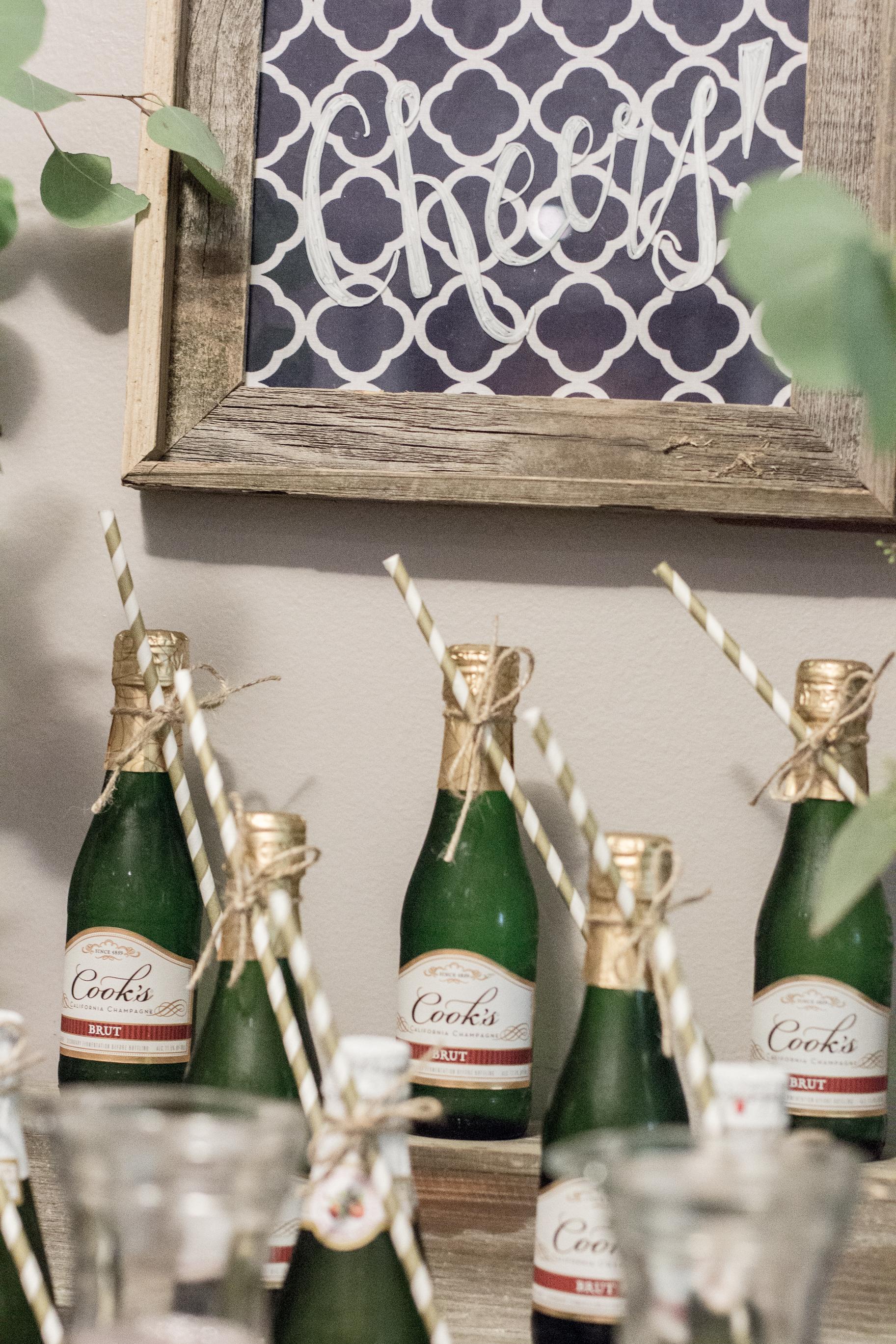 mimosa-bar-cheers-sign