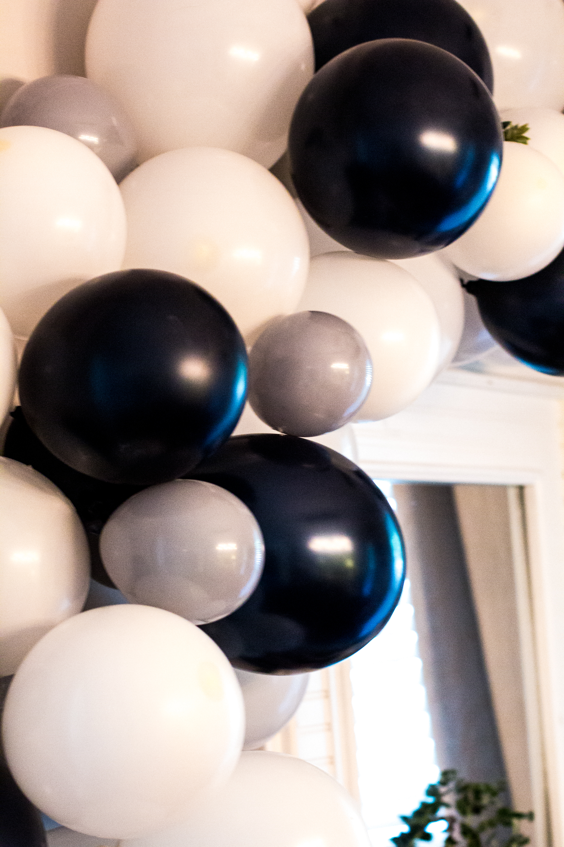 balloon-garland-navy-gray-white