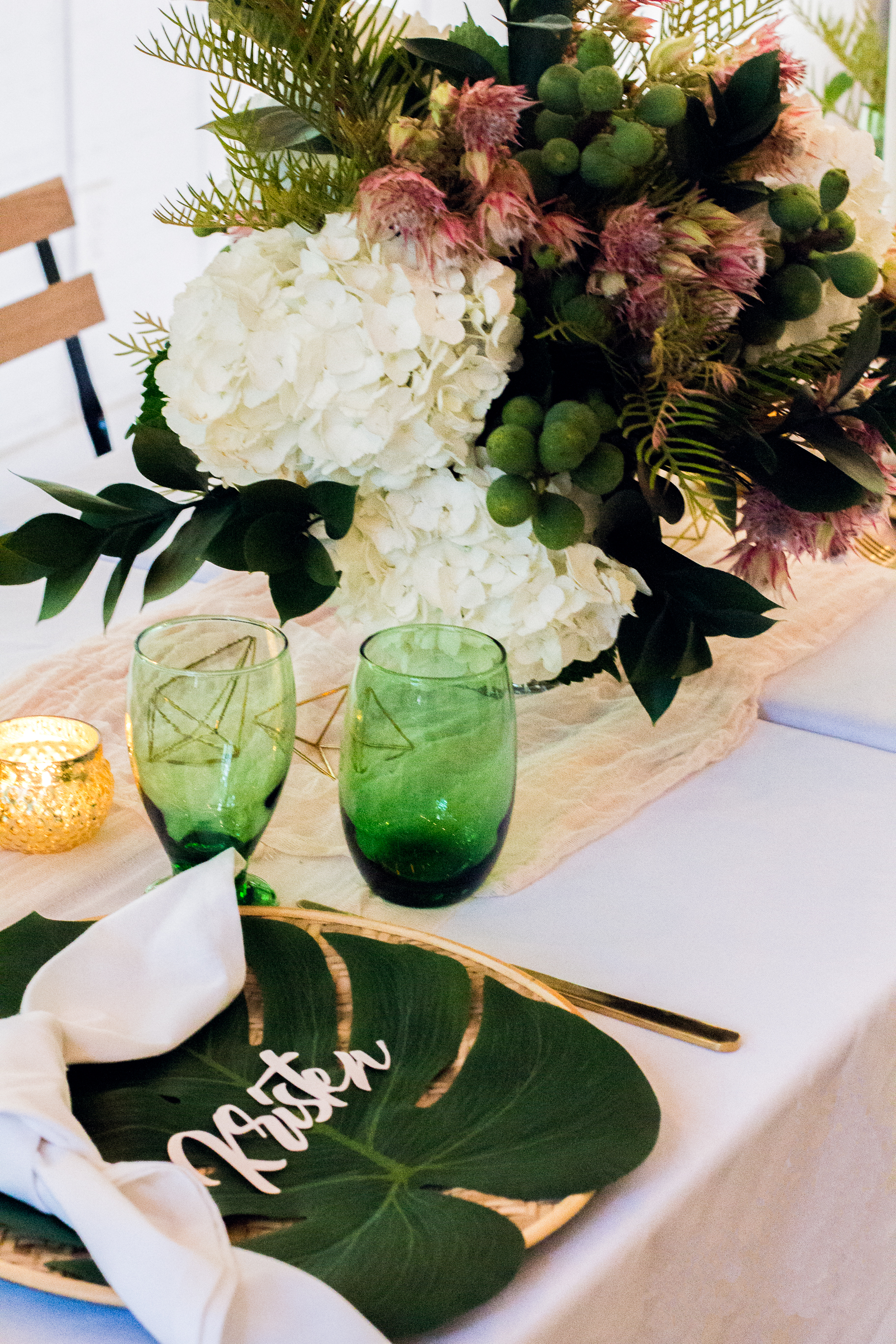 tropical-place-setting