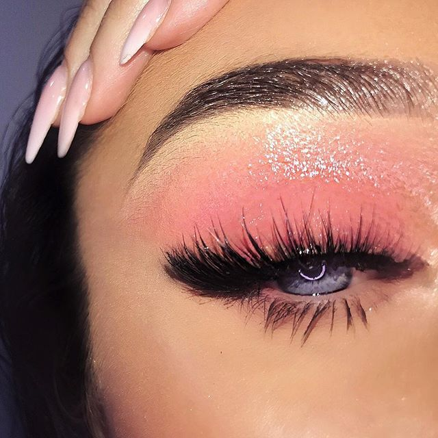 CLOSE UP GLOSS  Last one for this look ❤️ Wearing lashes from my lashline @billionlashes in style ALAYNA designed by @lanatarekbrows  #lanatarekxbillionlashes #glossylids #glossyeyes #lashgoals