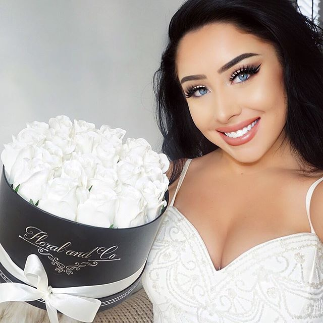🌹So in love with my beautiful white silk rose flower arrangement by @floralandco_ 🌹  Suits my home and decor and looks extra special all year round! I definitely recommend checking them out dolls! Great for gifts or even just spoiling yourself!! #floralandco