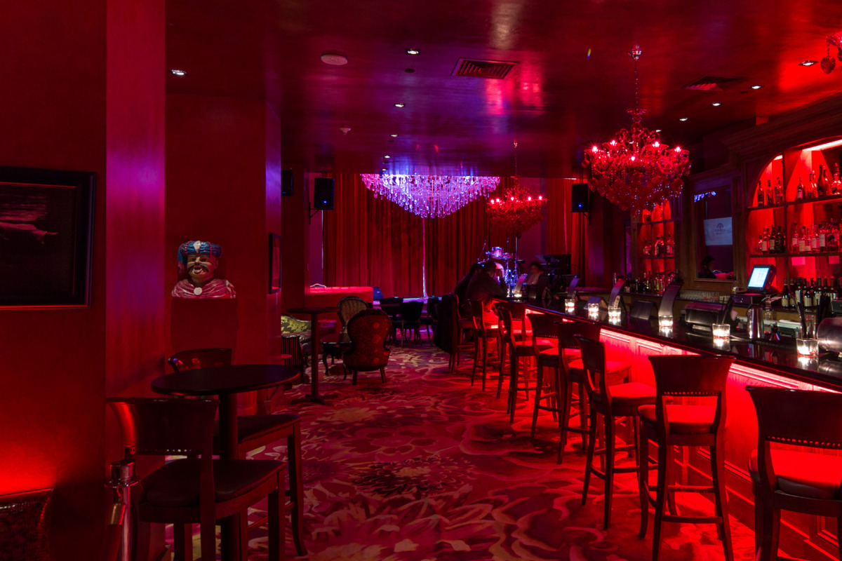 The Burgundy Bar is a sexy bar that will be the perfect place to have nightly Meet & Greets to help you meet other attendees staying at the Saint Hotel.