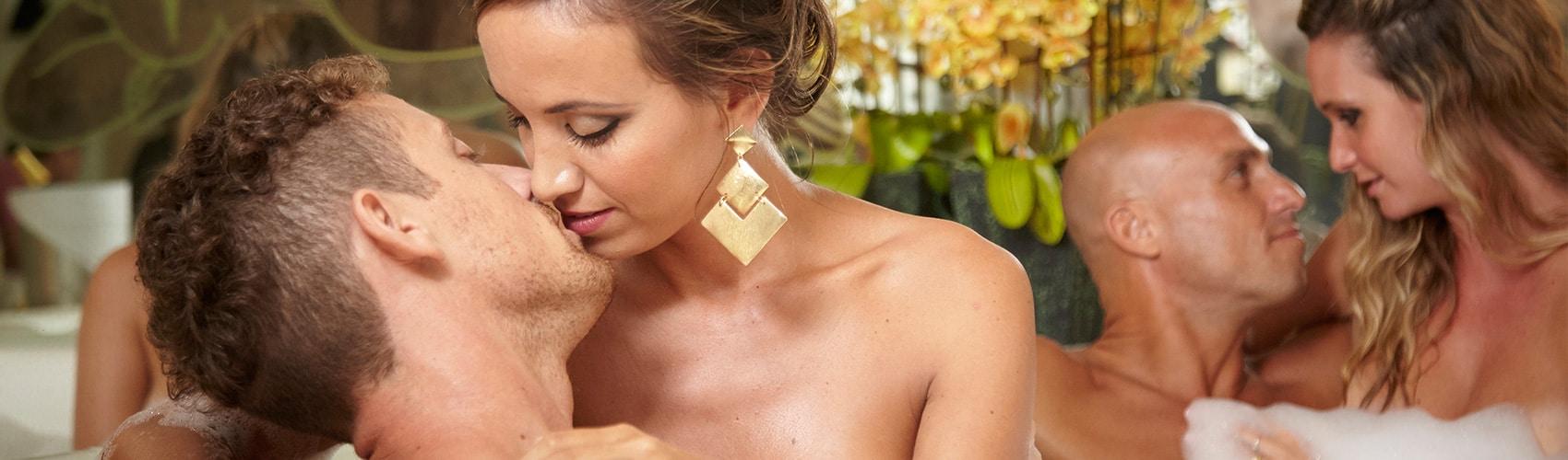 desire-riviera-couples-kissing-b.jpg
