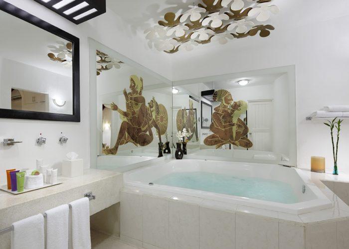 desire-riviera-junior-suite-jacuzzi-00-1200x900-700x500.jpg