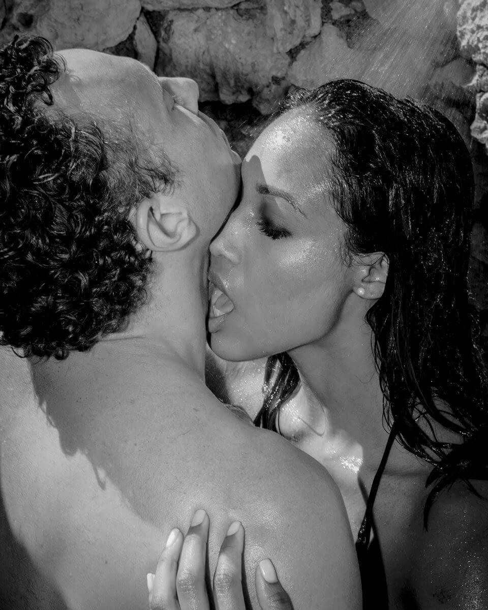 Hedo-Couple-In-Beach-Shower-1st-Version-3-960x1200.jpg
