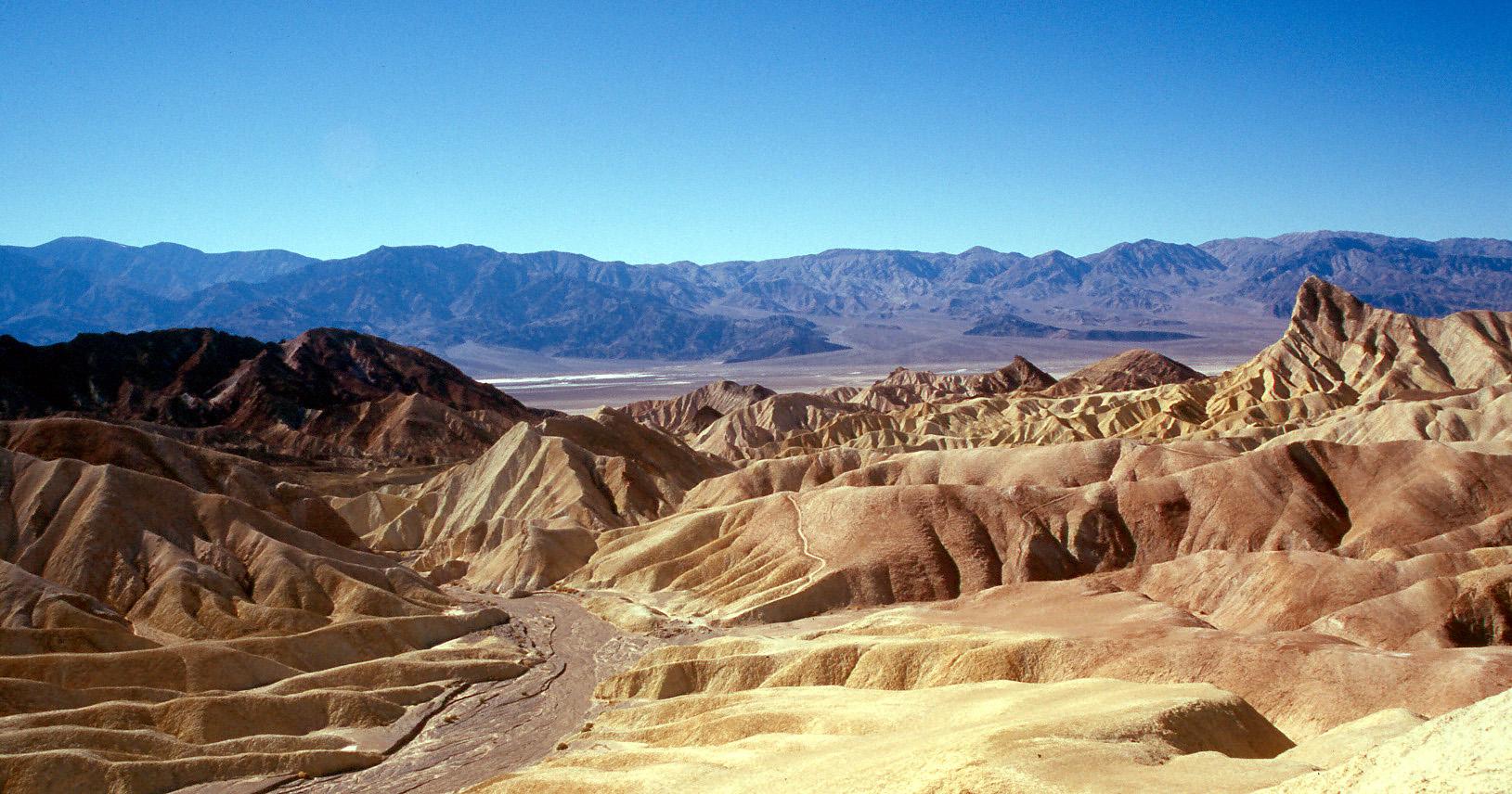 Death_Valley_Zabriskie_Point.jpg