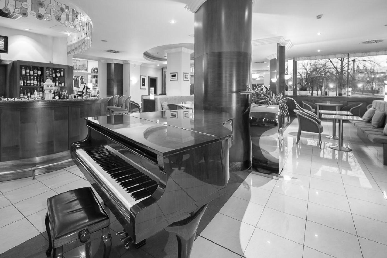 Hotel lobby easy listening