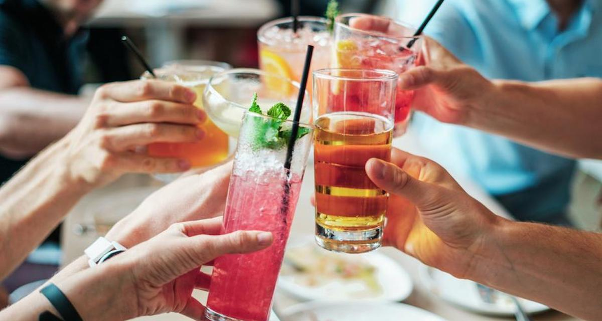 Happy-Hour-Cocktails-fresh-cool-cheers-with-friends_925x.jpg