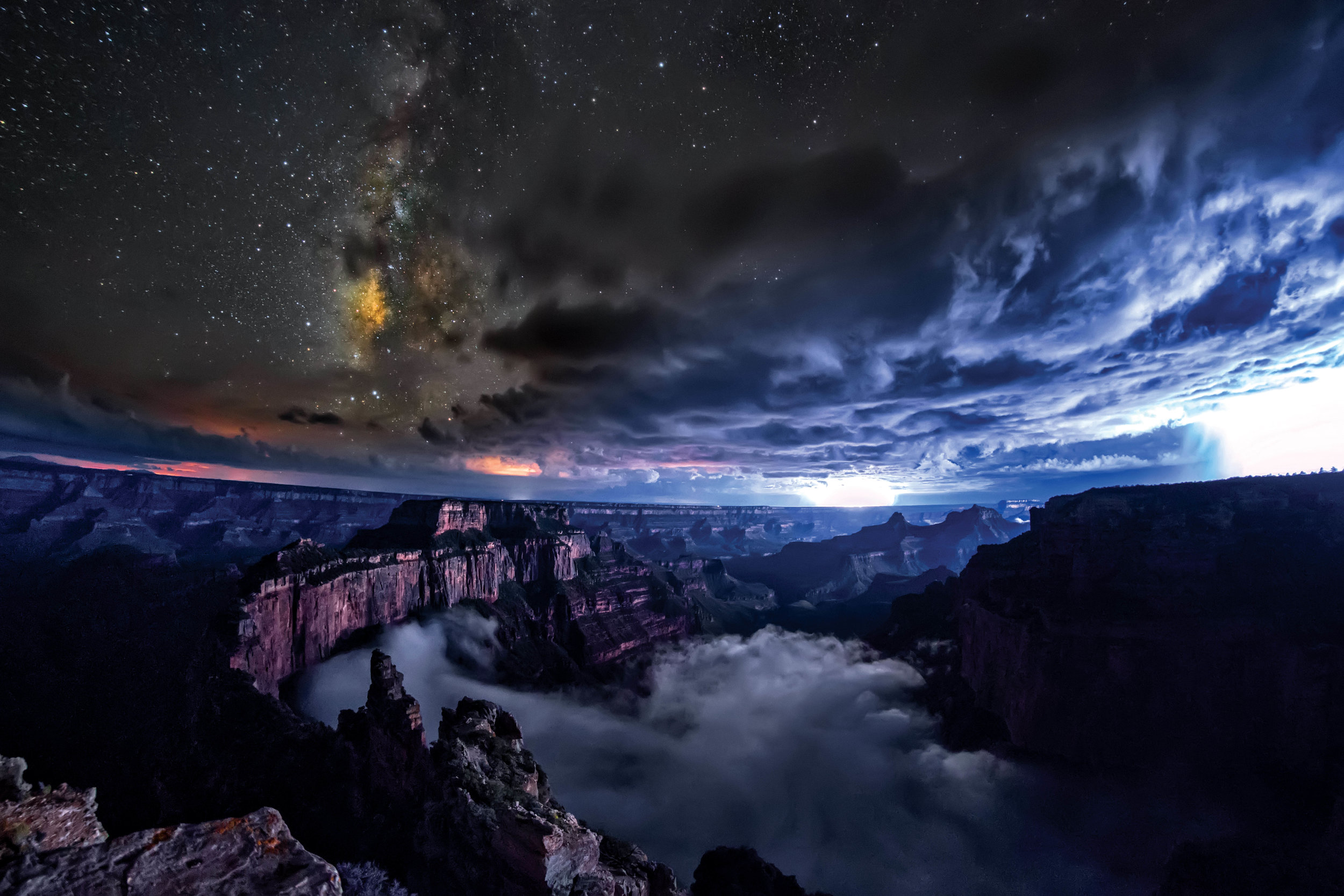 Awe-Inspiring Timelapse Captures a Rare Phenomenon at the Grand Canyon