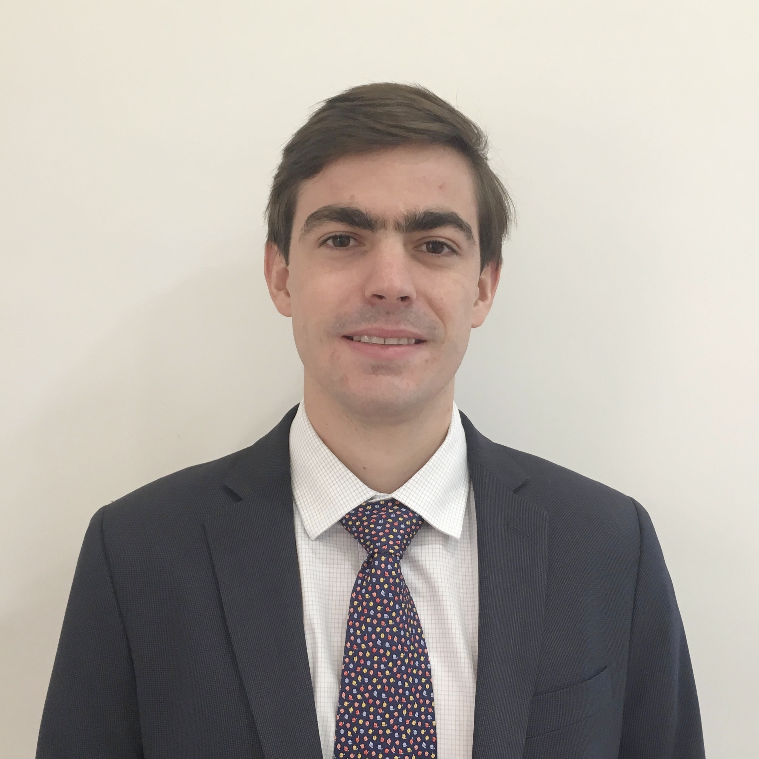 ALBERTO KURTEN   Associate    3 years of experience in market analysis and asset management   Former account executive at Solfin Valores; Trading Desk Trainee at Santander Asset Management; BS in Banking and Finance, Universidad Metropolitana; Master in Finance, IE Business School.