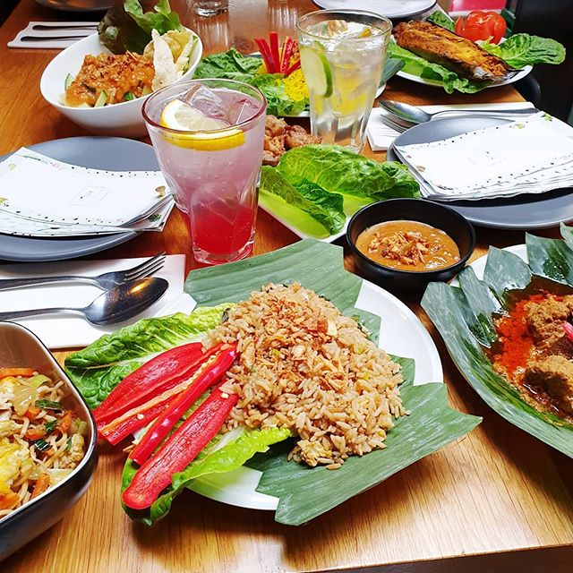 Rice, rice babyyyyyyy 🍚 visit us today - we are open from 5pm till 12am⚡️ . . . #CafeAmoi #rice #surprise #rijst #oudwest #kinkerstraat #indodining #restaurant #asianfood #nasigoreng #makanmakan #lekkerlekker