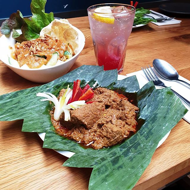Introducing our favourite dishes🥇 What is yours?🥰 . . . #CafeAmoi #pedis #lente #spring #amsterdam #oudwest #spicy #rendang #sambal #indonesia #instafood #cocktails#gado