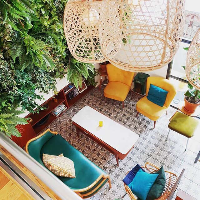 Escape your responsibilities in our little tropical oasis 🌴🍹😏 . Picture by @lisedeboer . #CafeAmoi #kinkerstraat #amsterdam #amsterdamdining #oudwest #indofood #thursdayvibes #almostweekend #jungle #tropical #oasis #cocktails #enak