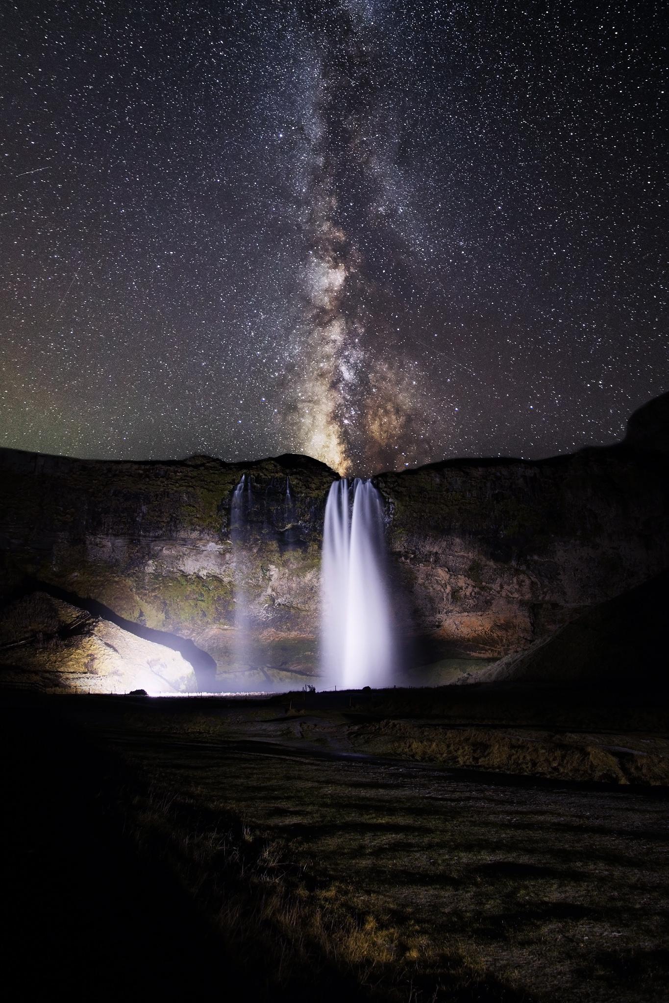 Waterfall-at-night.jpg