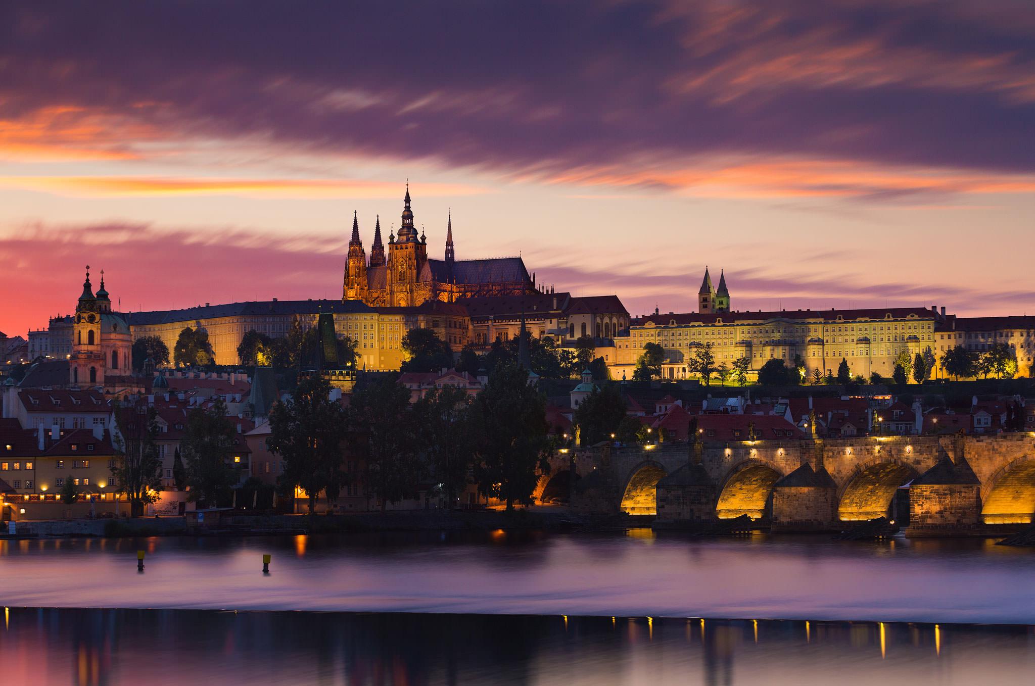 Prague-Castle-at-Night.jpg