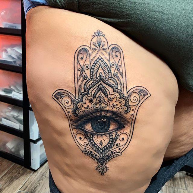❤️ #hamsahand #tattoobyyoung #mybeautifulclient #mandalatattoo #eyetattoo #hamsatattoo