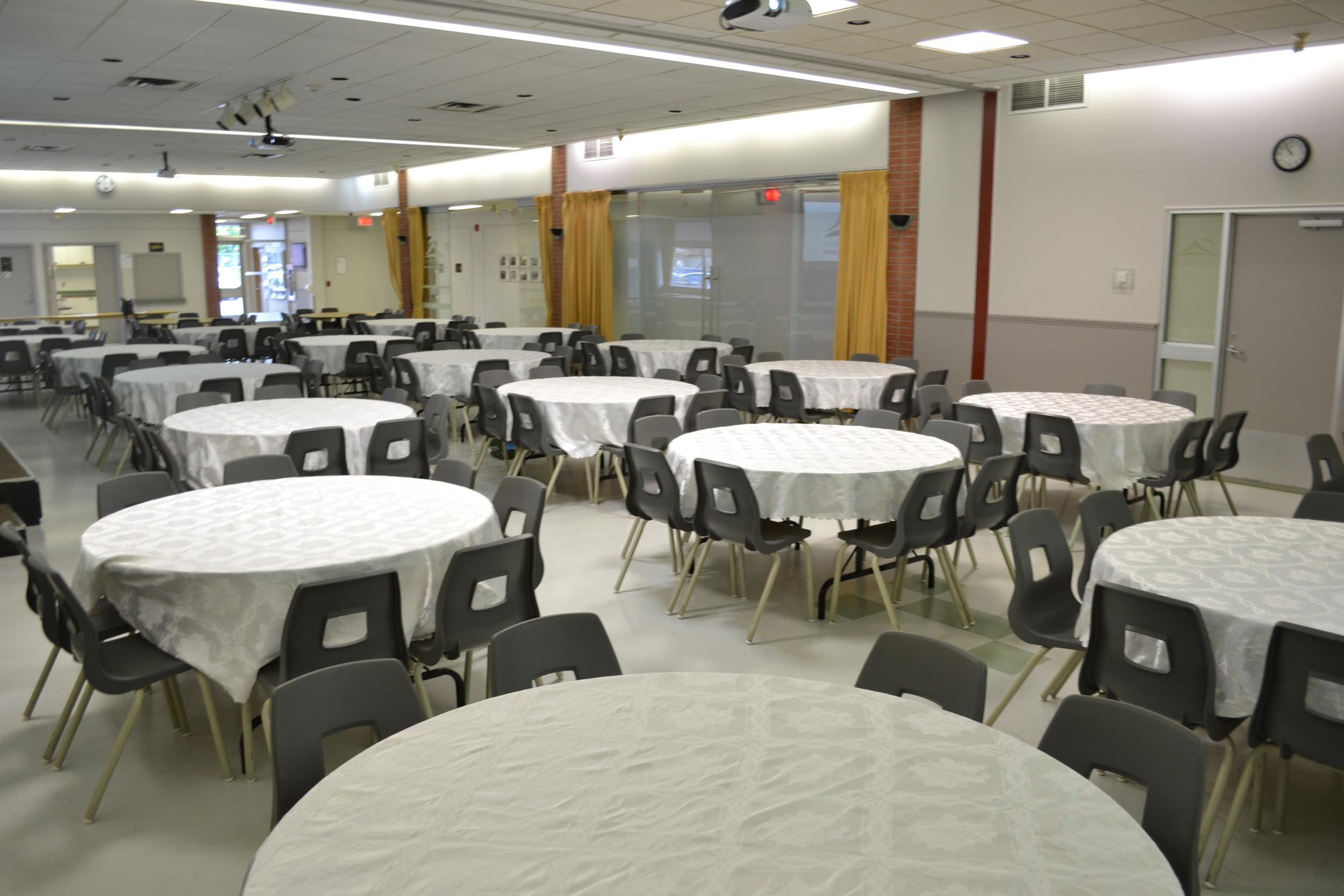 Salle Paul-Lapostolle complète - réception