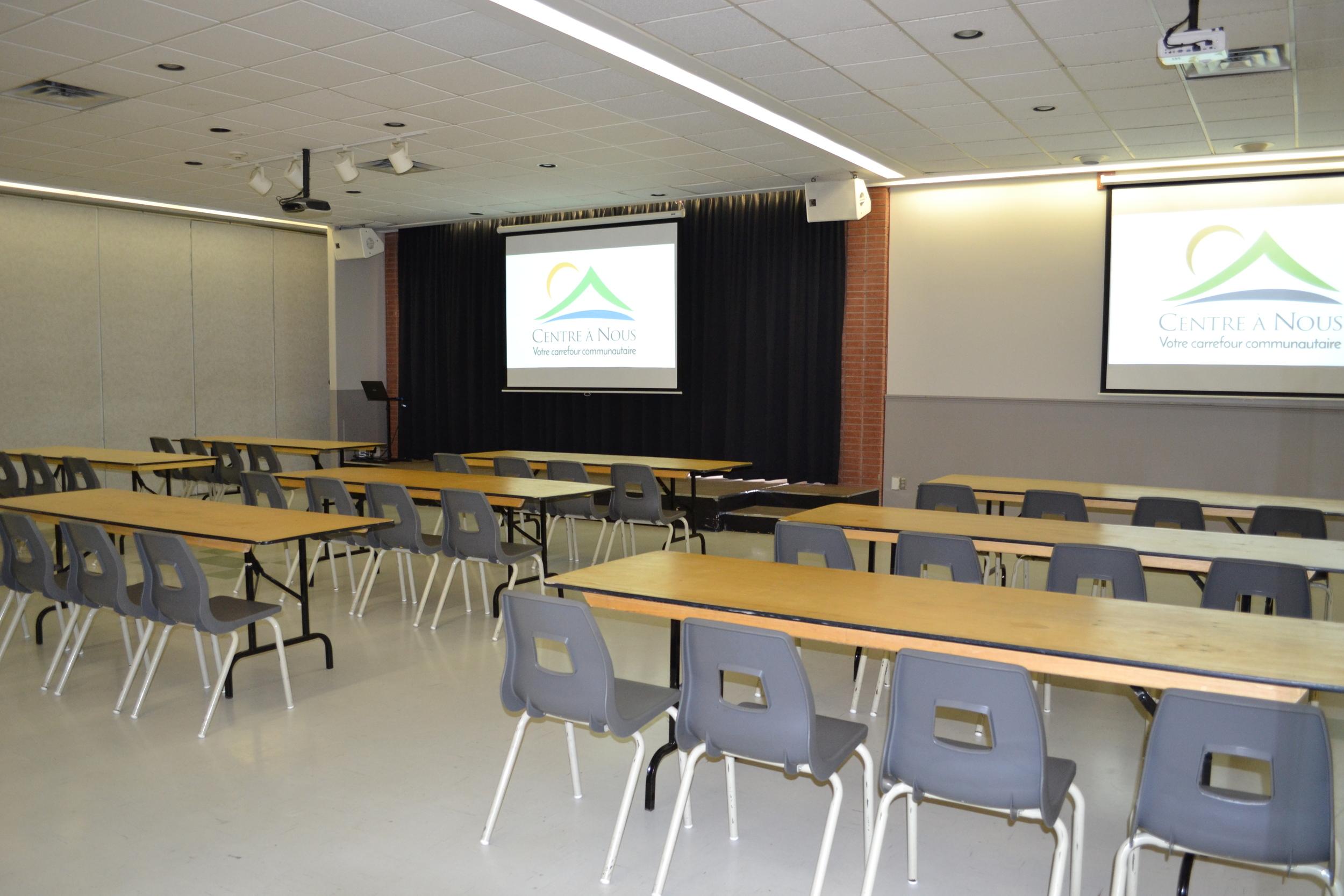 Salle Paul-Lapostolle 2/3 - style école