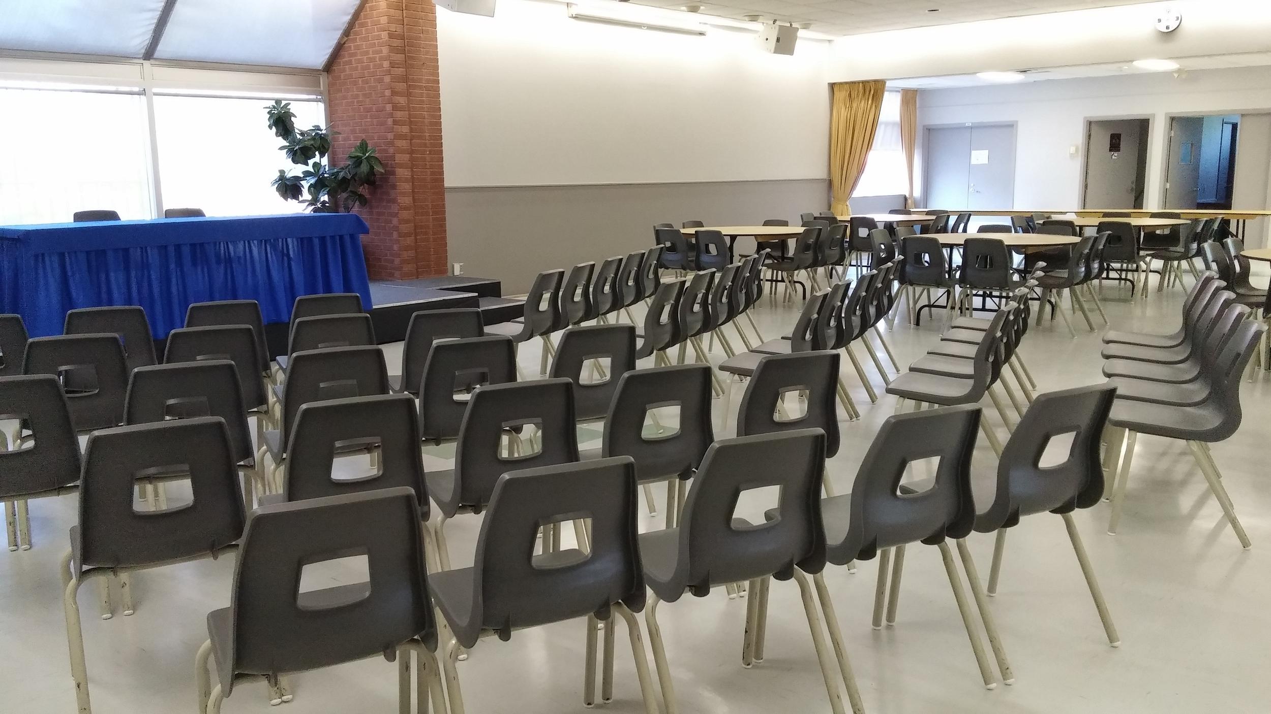 Salle Paul-Lapostolle 2/3 - funérailles