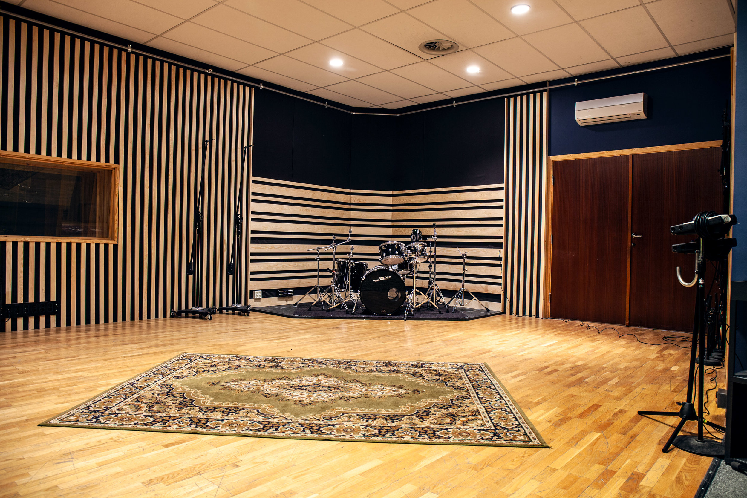 Studio A_3876.jpg