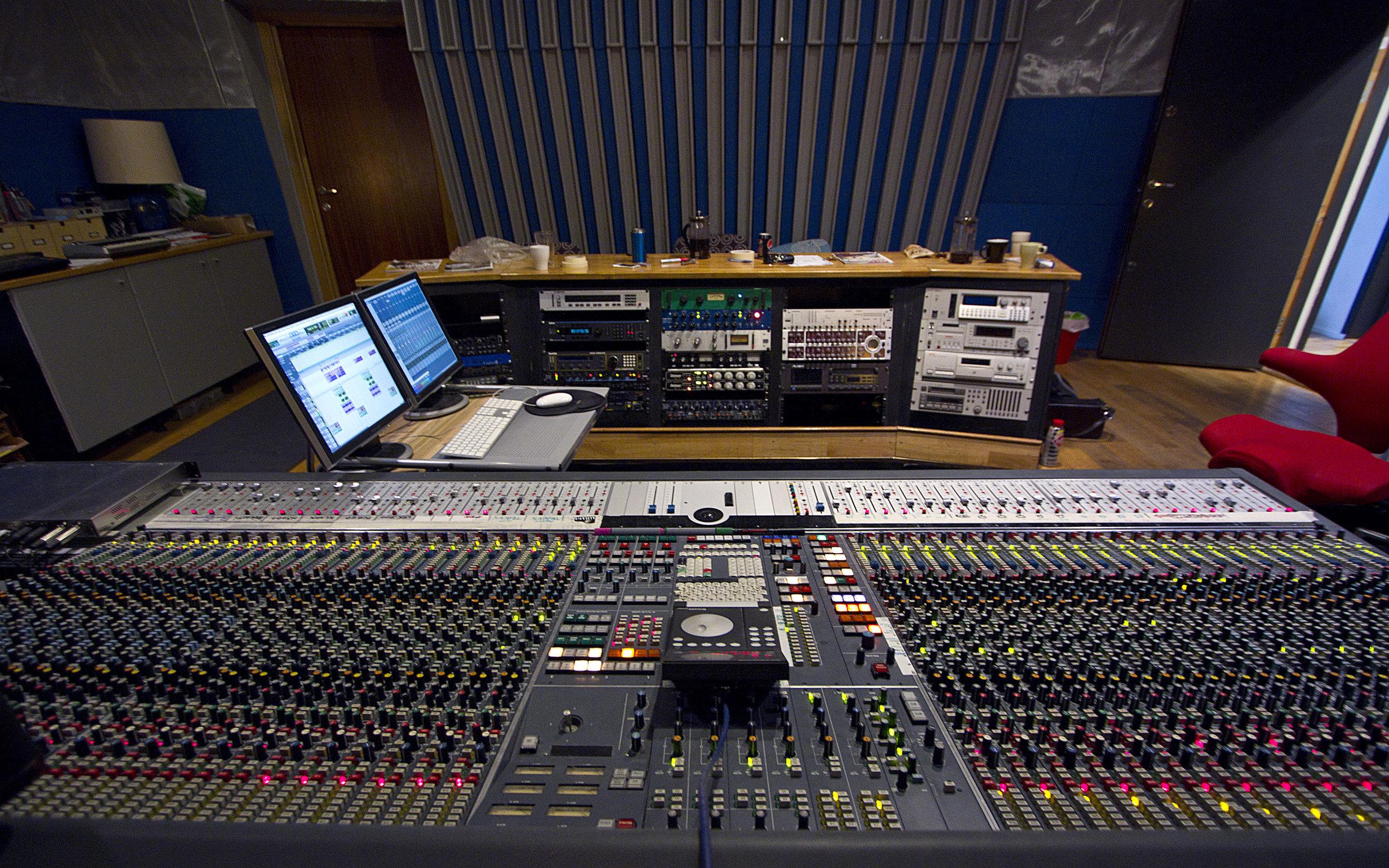 Studio A - Neve 2.jpg