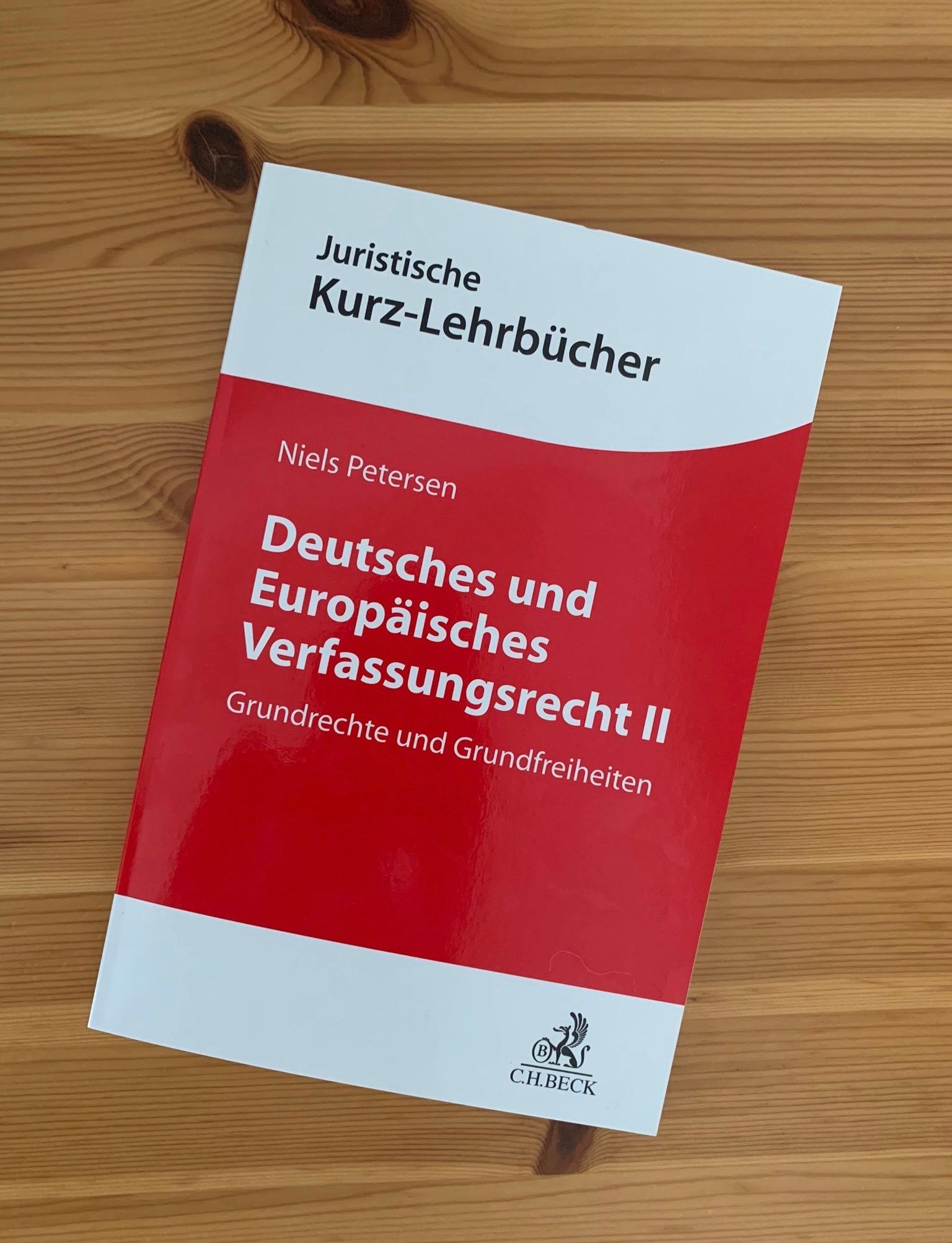 Foto Lehrbuch.jpg