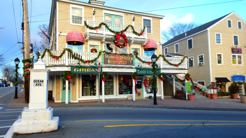 More decorations along Ocean Ave.